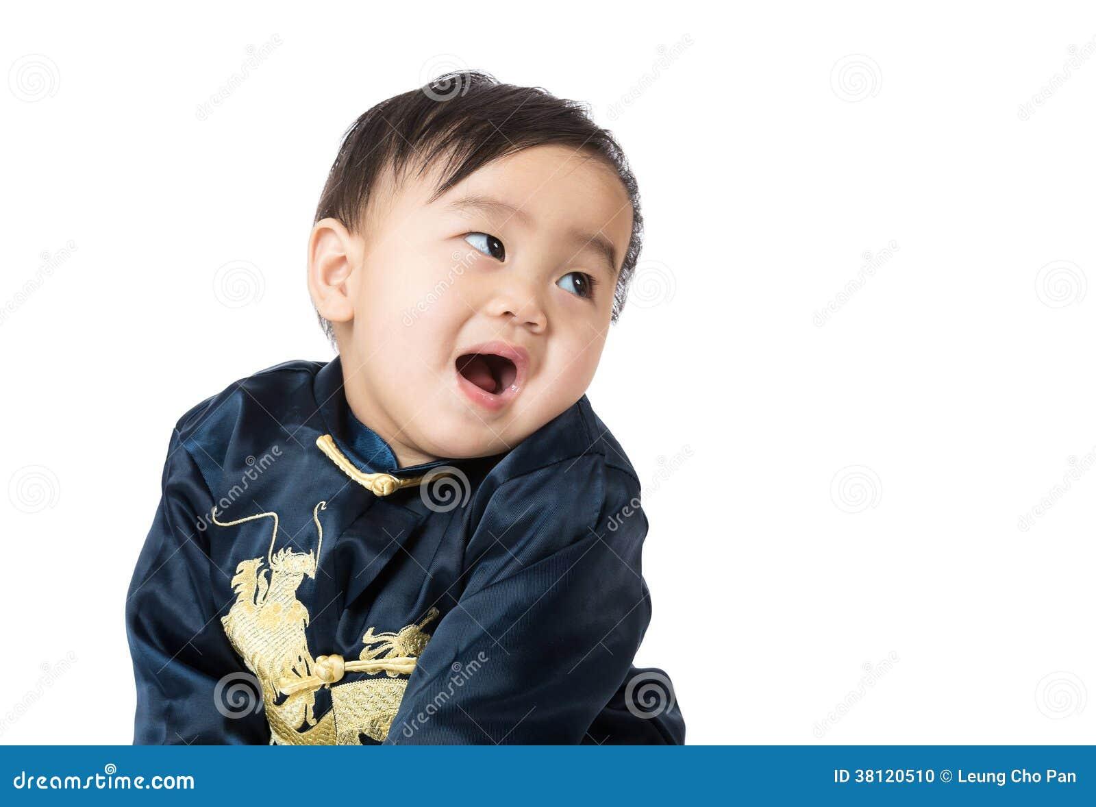 Κινεζικό μωρό που ξανακοιτάζει