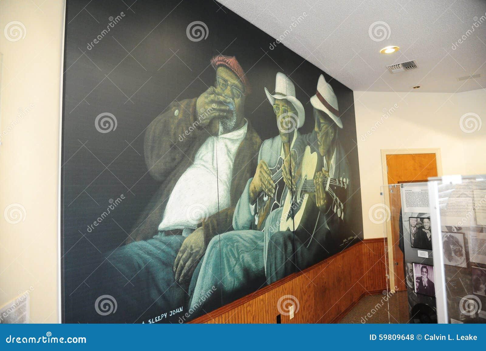 Κινηματογράφηση σε πρώτο πλάνο της τοιχογραφίας μπλε στο του δέλτα κέντρο και το μουσείο κληρονομιάς του δυτικού Τένεσι
