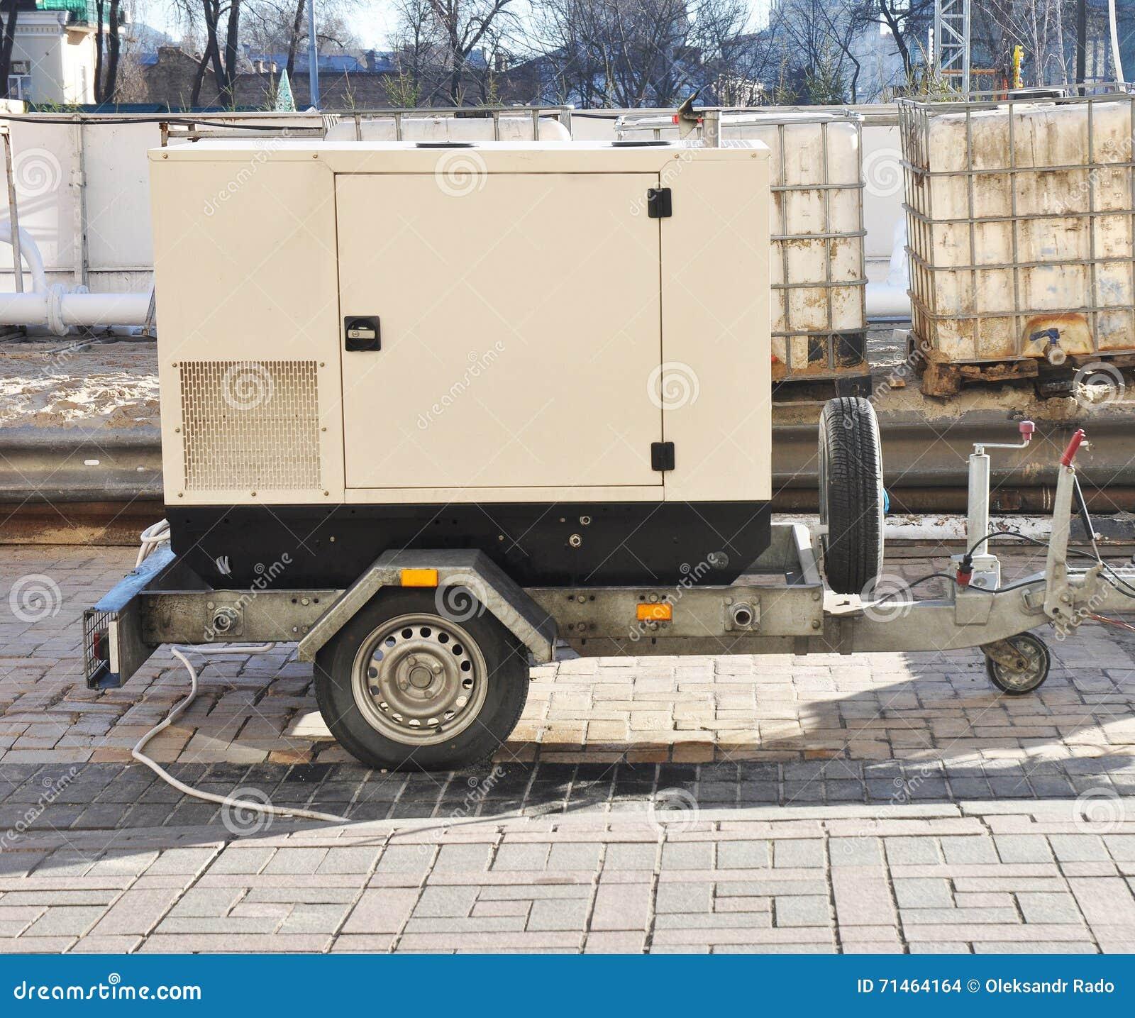 Κινητή εφεδρική γεννήτρια diesel με τις δεξαμενές καυσίμων υπαίθριες