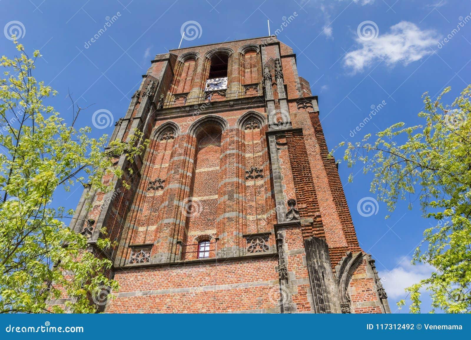Κλίνοντας πύργος Oldehove στο κέντρο του leeeuwarden