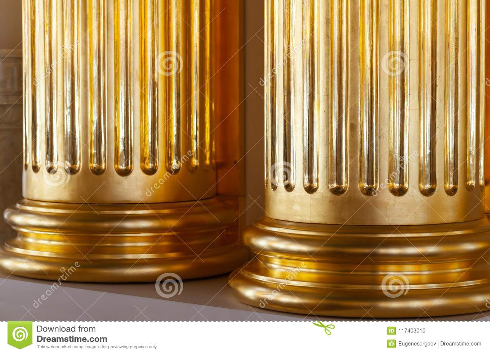 Κλασική αρχιτεκτονική πολυτέλειας, χρυσές στήλες