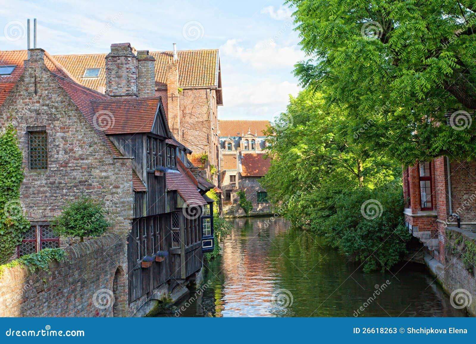 Κλασική όψη των καναλιών της Μπρυζ. Βέλγιο
