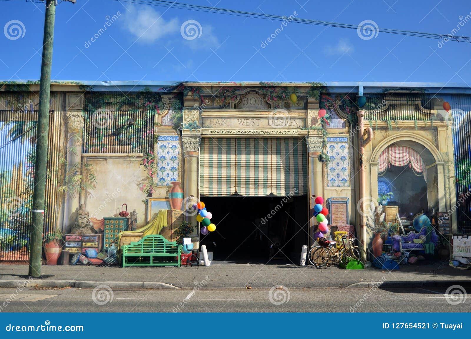 Κλασικό κατάστημα επίπλων οικοδόμησης στο θαλάσσιο δρόμο πεζουλιών στο λιμάνι Fremantle στο Περθ, Αυστραλία