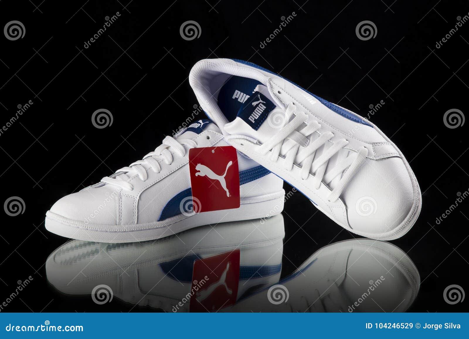 aff5197a4b Κλασικό πάνινο παπούτσι Puma Εκδοτική Στοκ Εικόνα - εικόνα από πόδι ...