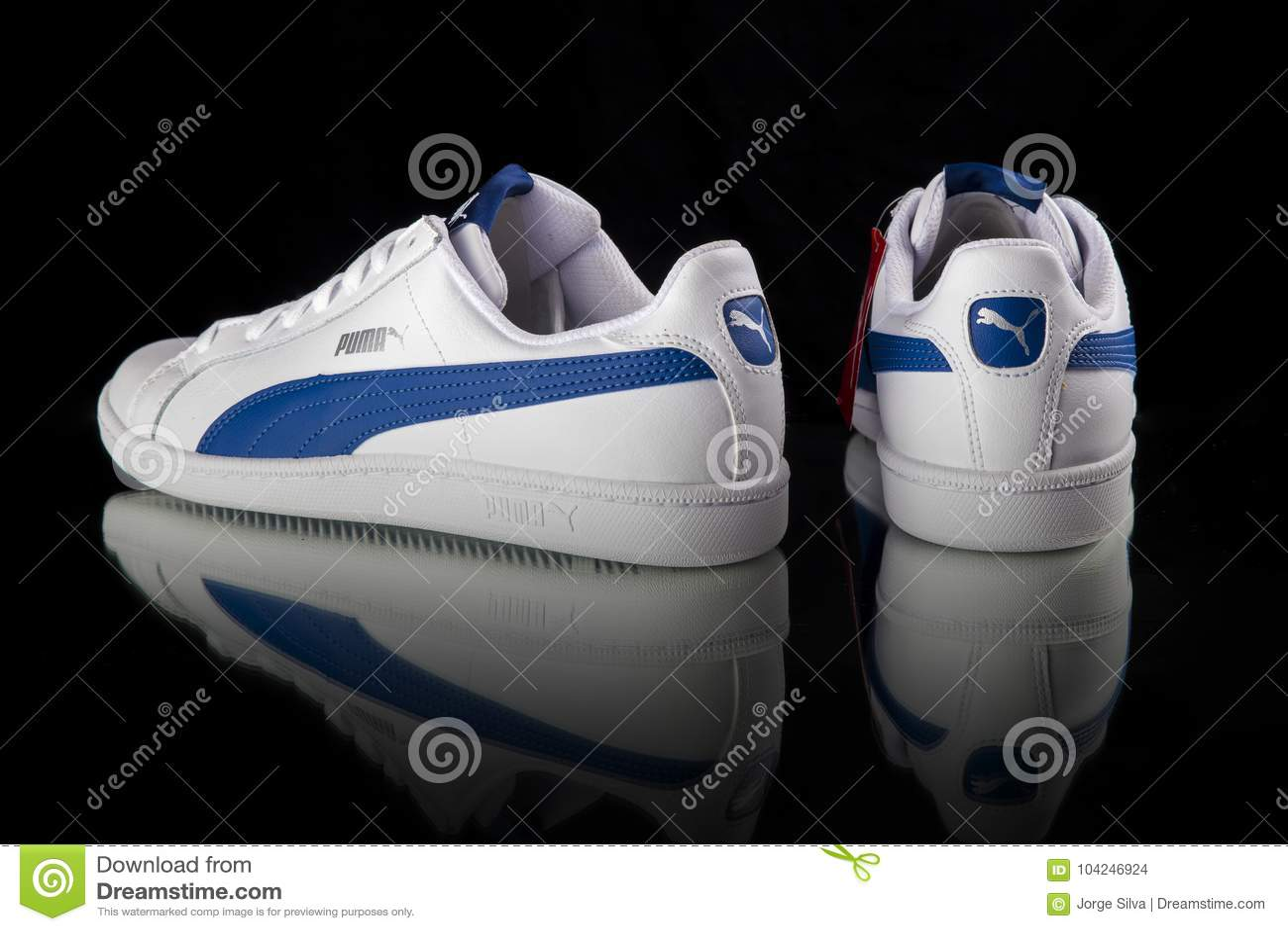 ad2b692a93 Κλασικό πάνινο παπούτσι Puma Εκδοτική Στοκ Εικόνα - εικόνα από ...