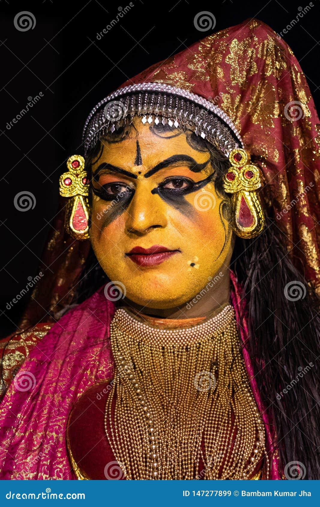 Κλασσική έκφραση του προσώπου γυναικών χορού του Κεράλα Kathakali στο παραδοσιακό κοστούμι