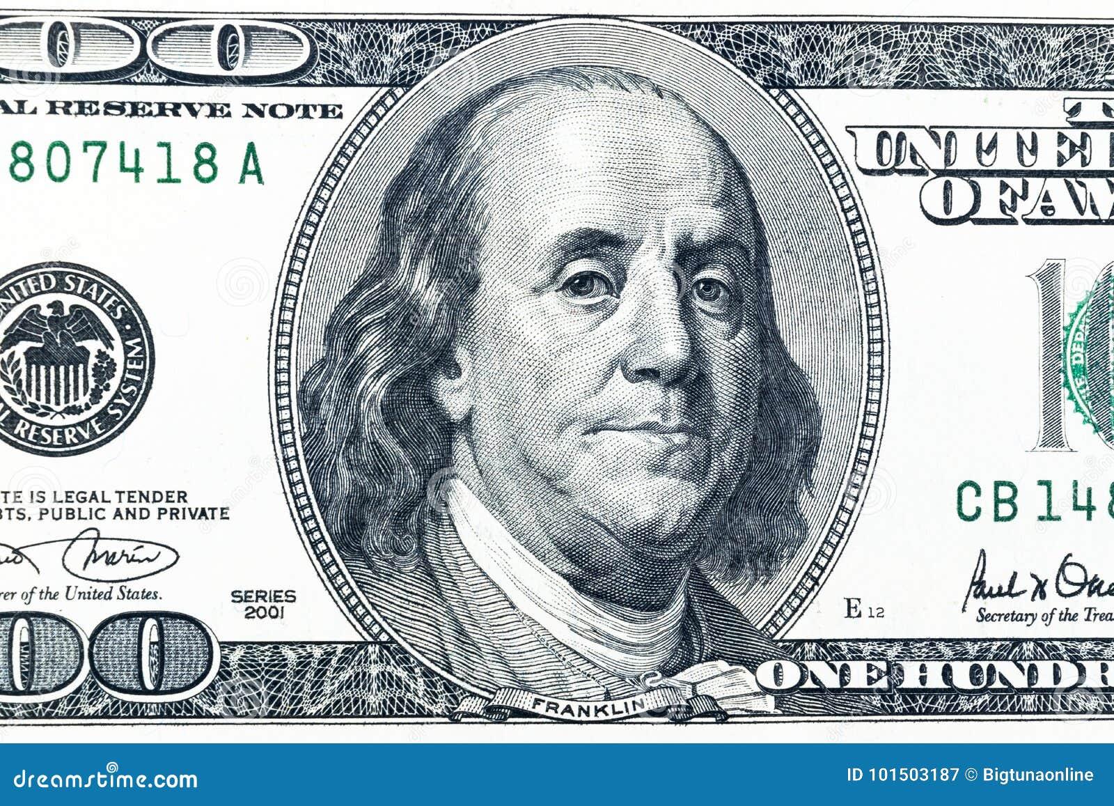 Κλείστε επάνω την υπερυψωμένη άποψη του προσώπου του Benjamin Franklin στο λογαριασμό 100 αμερικανικών δολαρίων ΗΠΑ κινηματογράφη