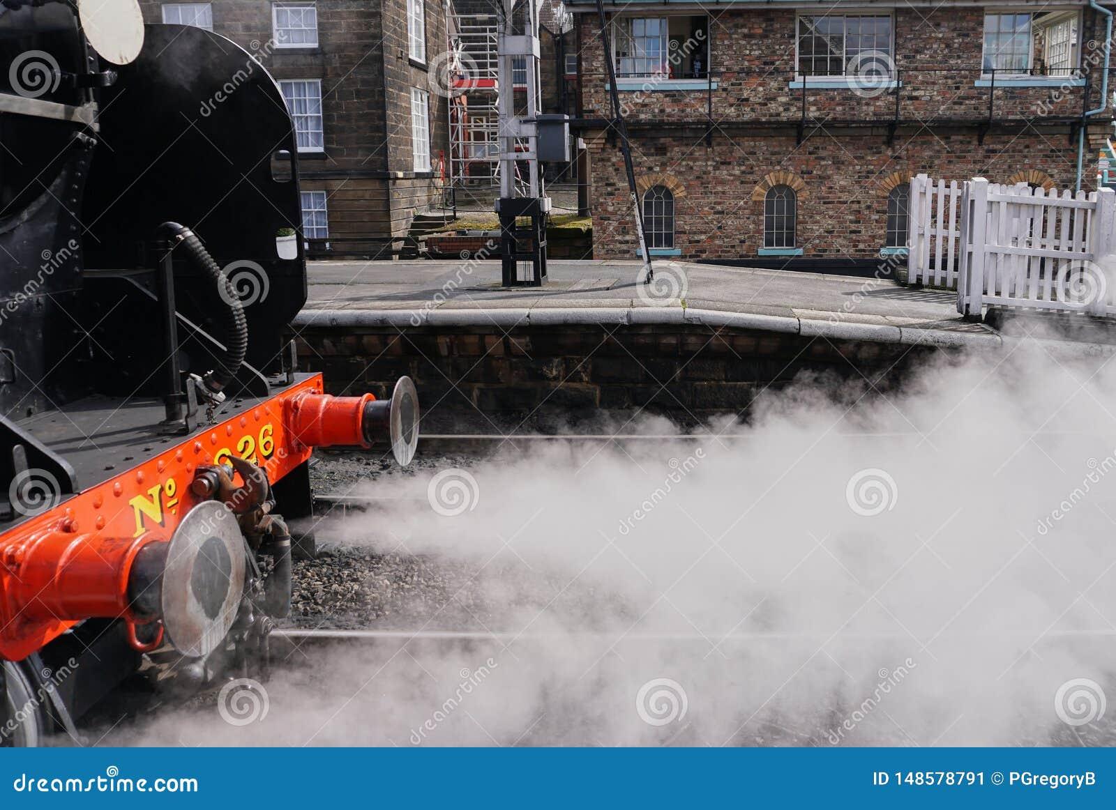 Κλείστε επάνω της εκλεκτής ποιότητας μηχανής ατμού που βγάζει από τη θέση που ήταν τον ατμό - Whitby Αγγλία