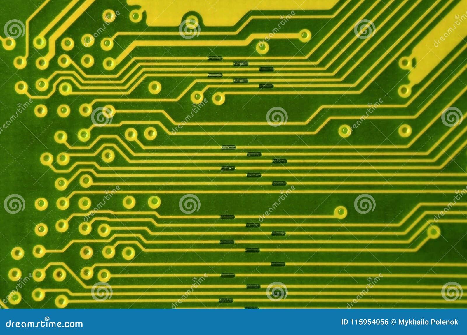 Κλείστε επάνω του έγχρωμου πίνακα κυκλωμάτων μικροϋπολογιστών αφηρημένη τεχνολογία ανα&sigm Μηχανισμός υπολογιστών λεπτομερώς