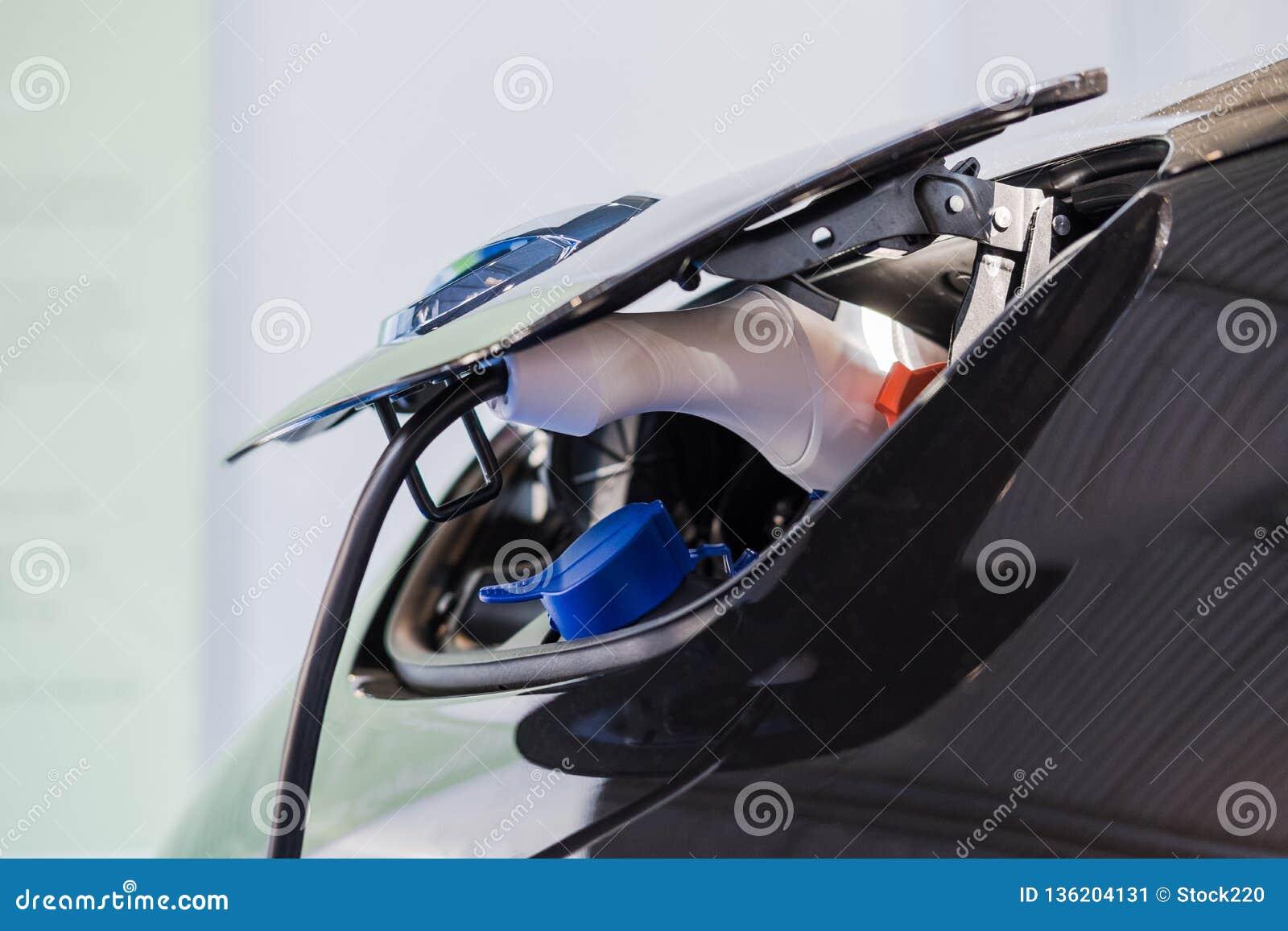 Κλείστε επάνω του υβριδικού ηλεκτρικού φορτιστή αυτοκινήτων