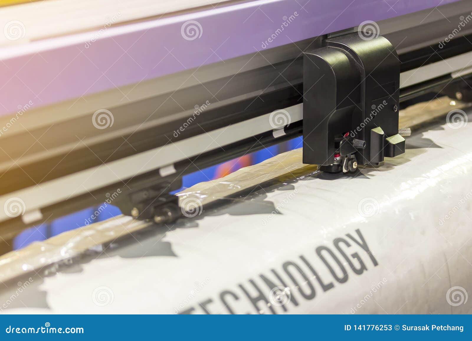 Κλείστε επάνω το κεφάλι του αυτόματου μεγάλου ή επαγγελματικού εκτυπωτή για την εργασία εκδοτικής βιομηχανίας