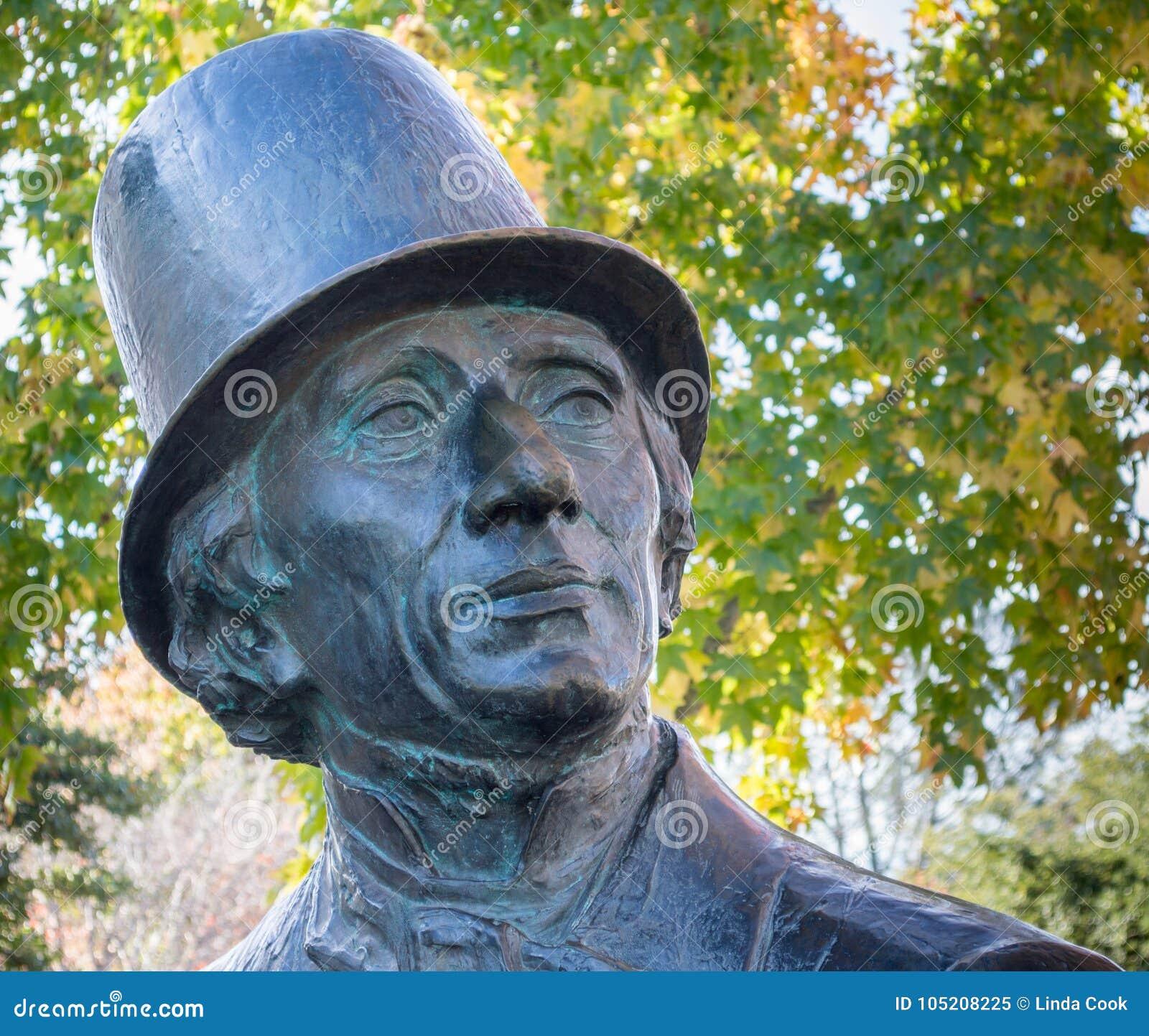 Κλείστε επάνω Hans Christian Andersen του αγάλματος