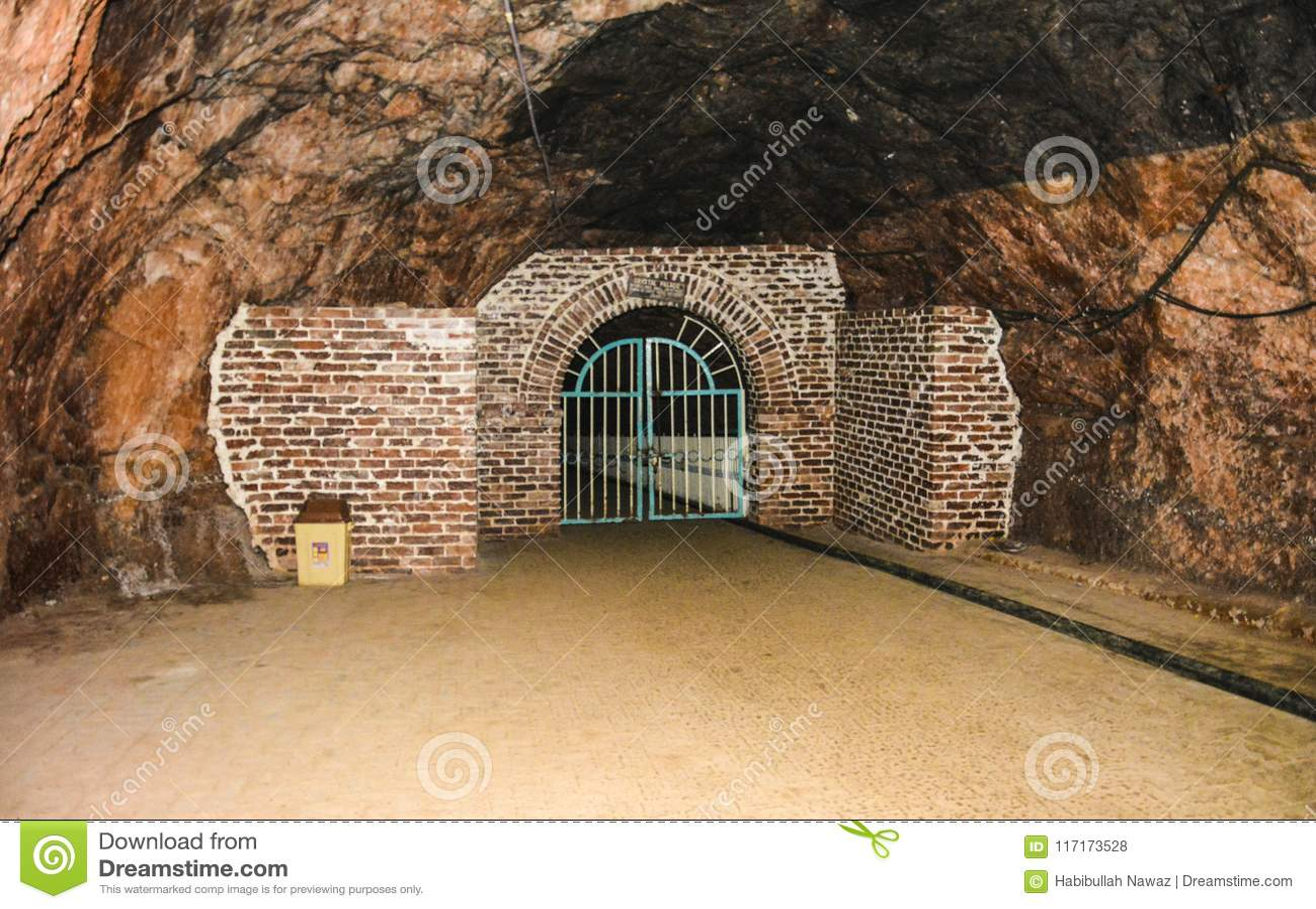 Κλειστή πύλη μέσα στο ορυχείο Khewra