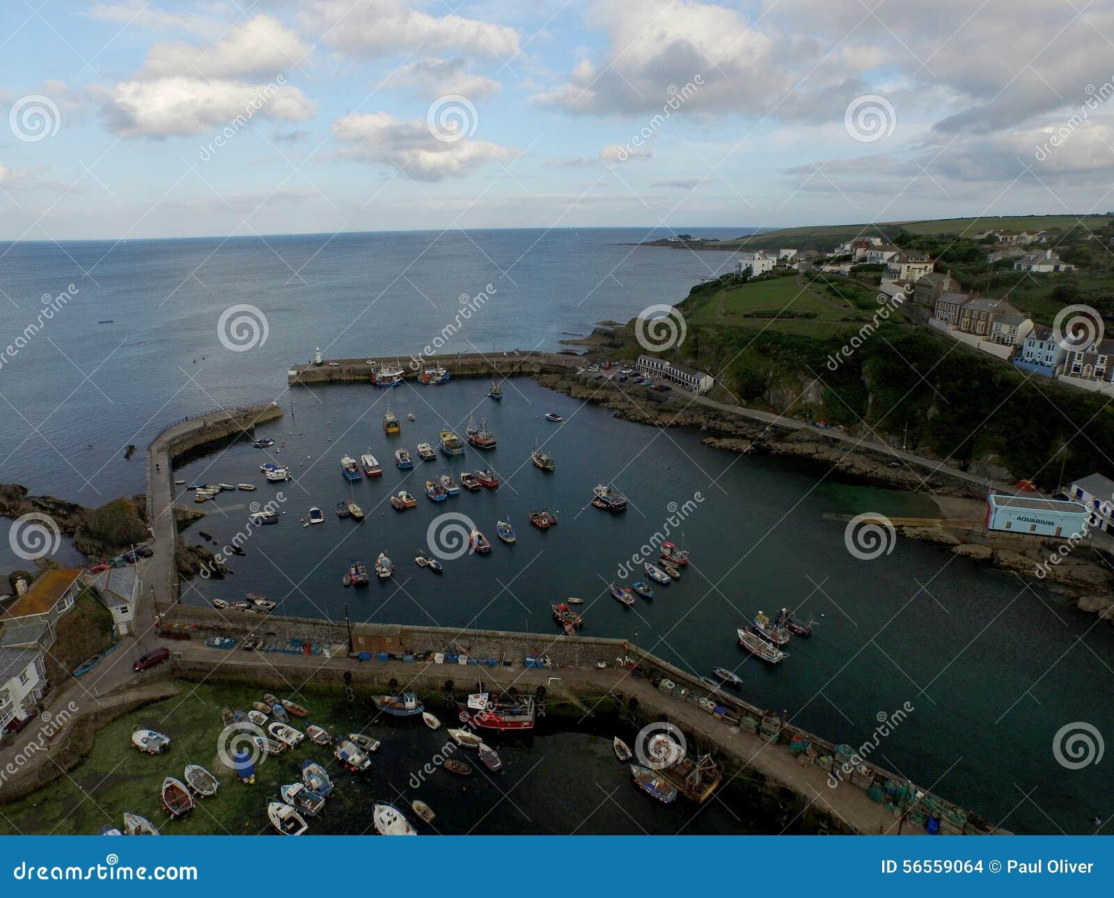 Download Κοίταγμα πέρα από το λιμάνι Mevergissey Στοκ Εικόνες - εικόνα από θάλασσα, πλάνο: 56559064