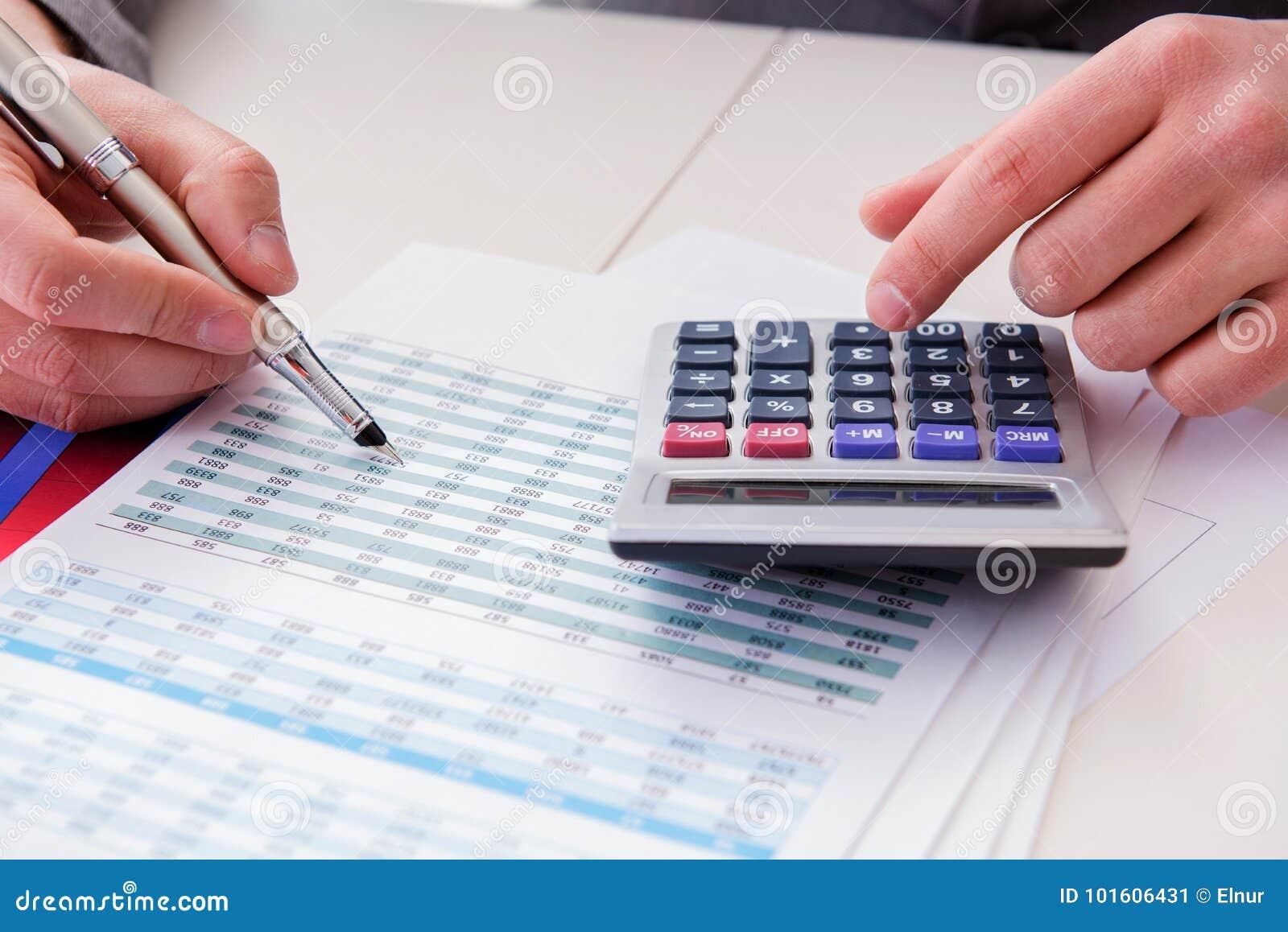 Κοίταγμα των αναλυτών χρηματοδότησης και οικονομικές εκθέσεις