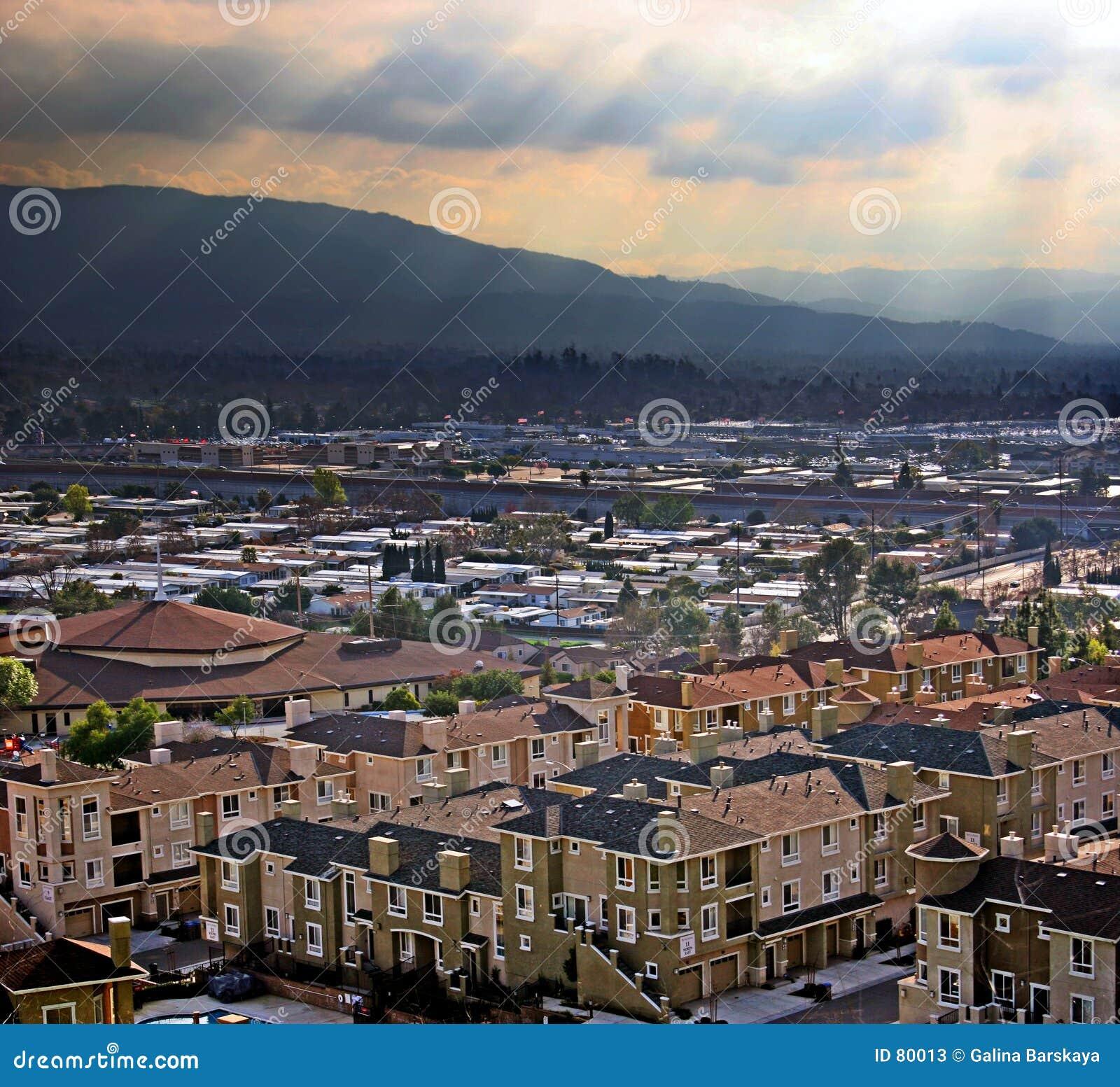 κοιλάδα πόλεων
