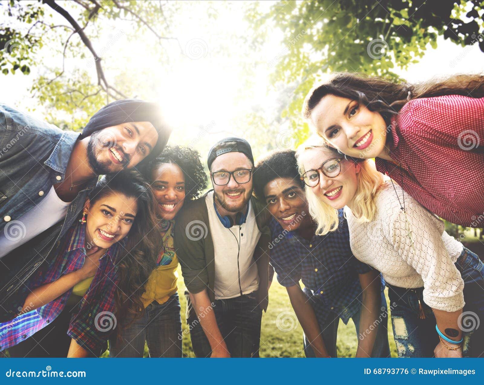 Κοινοτική έννοια ομάδας φιλίας φίλων ποικιλομορφίας