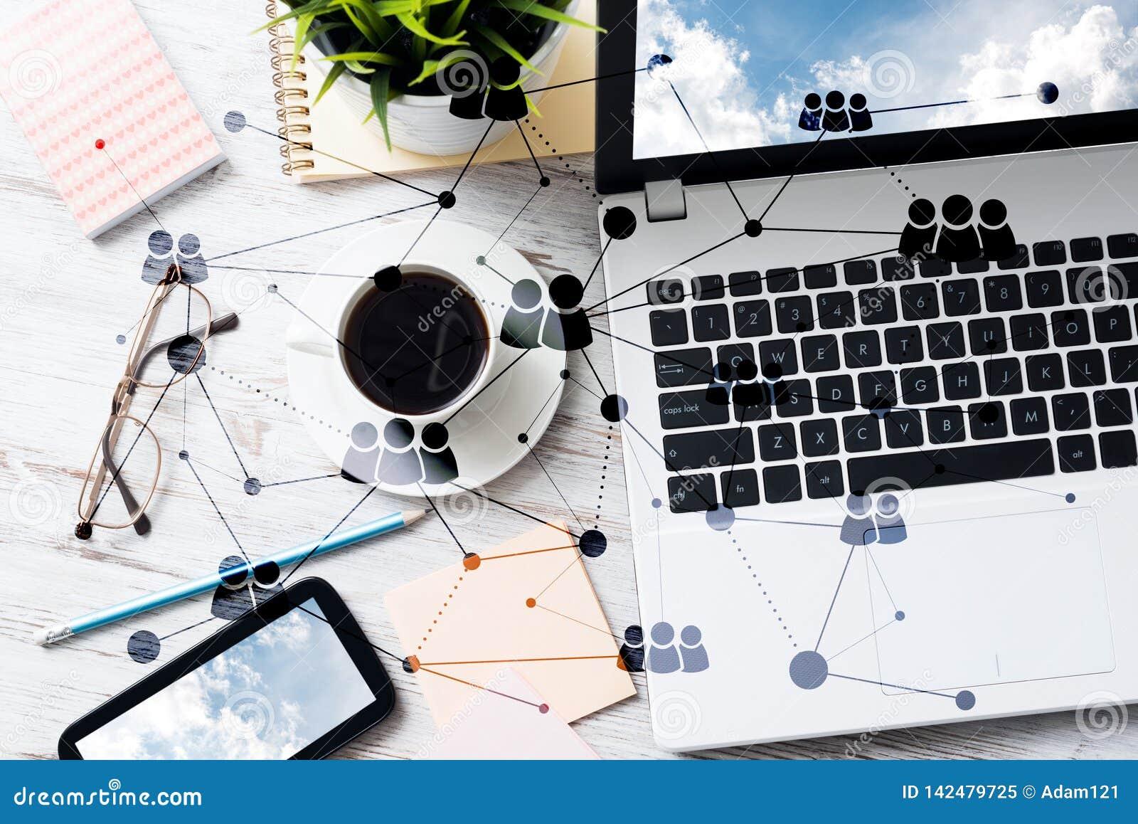 Κοινωνική επικοινωνία και σφαιρική έννοια δικτύωσης