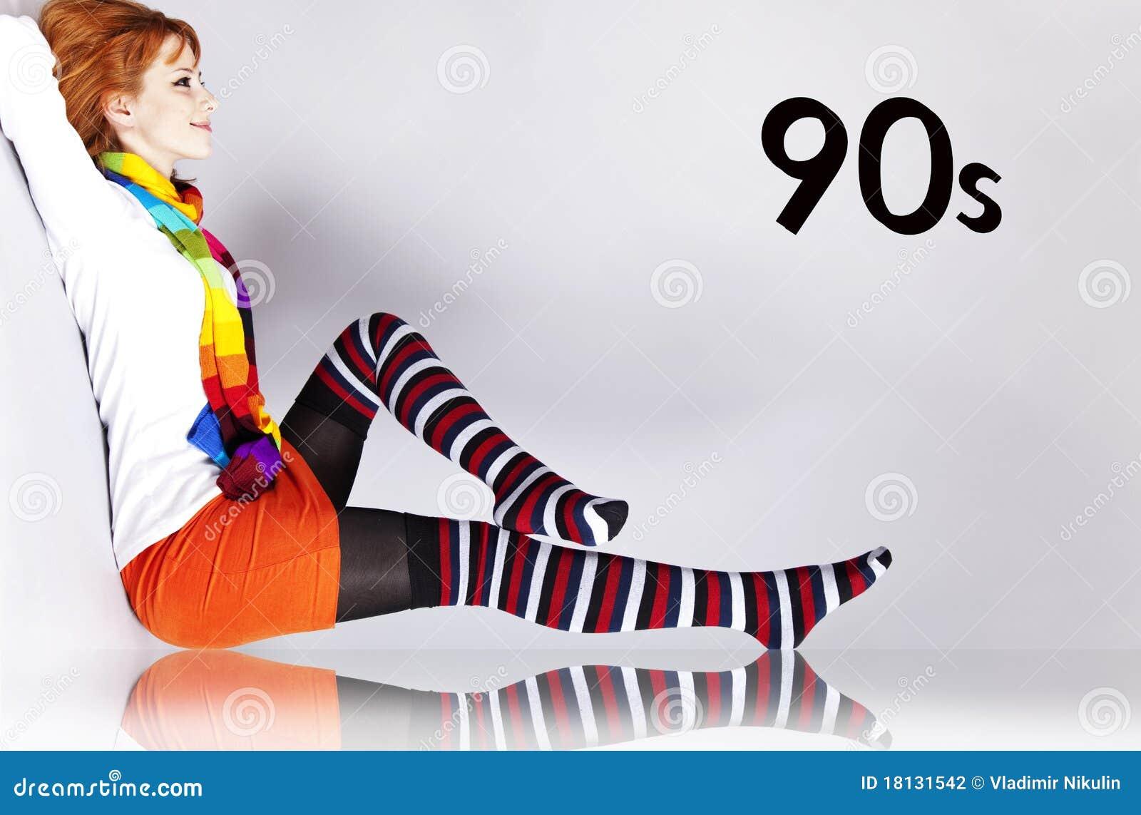 Κοκκινομάλλες κορίτσι στο ύφος χρώματος της δεκαετίας του  90.
