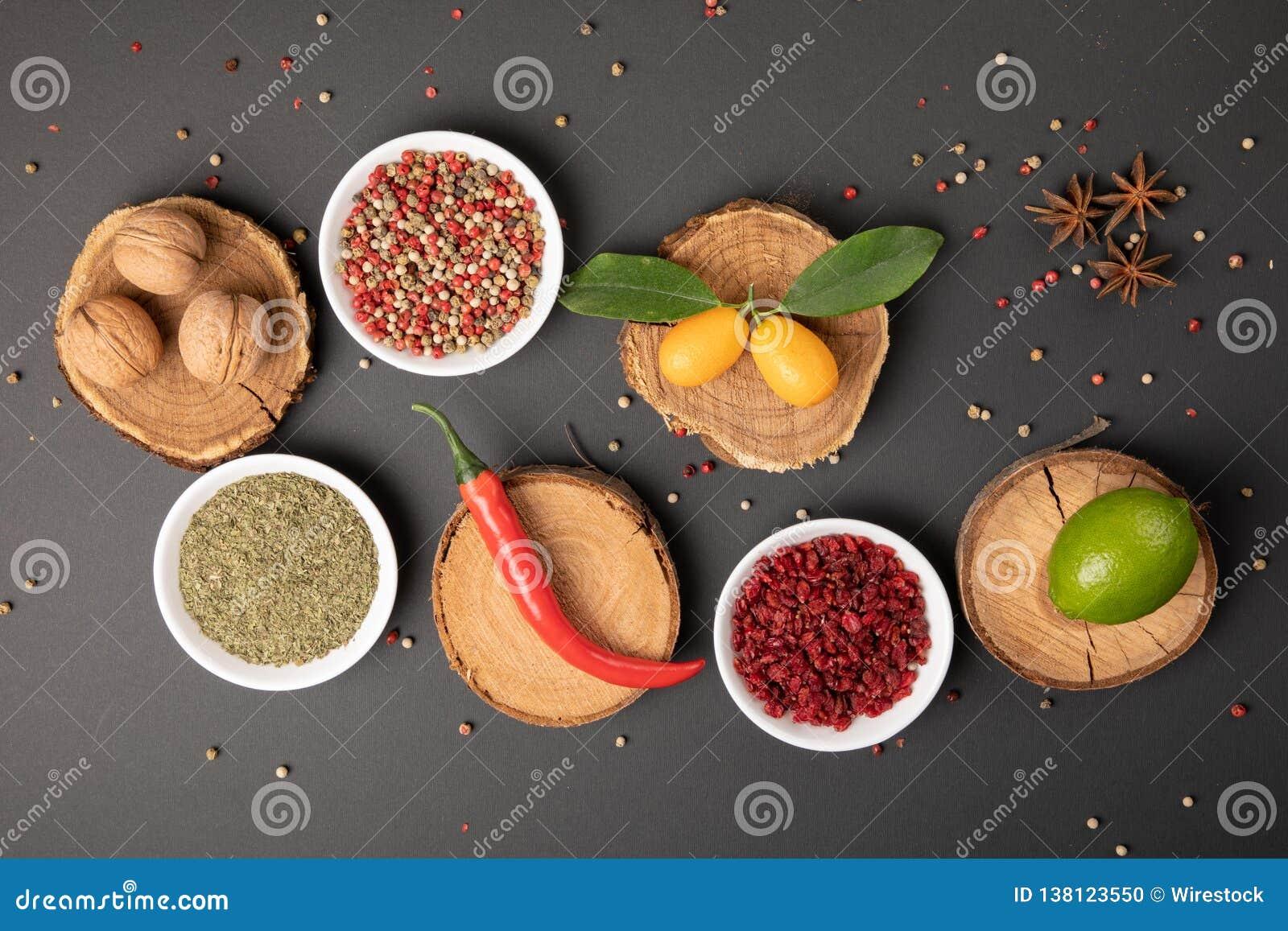 Κολάζ φωτογραφιών με τα διάφορα φρούτα και λαχανικά