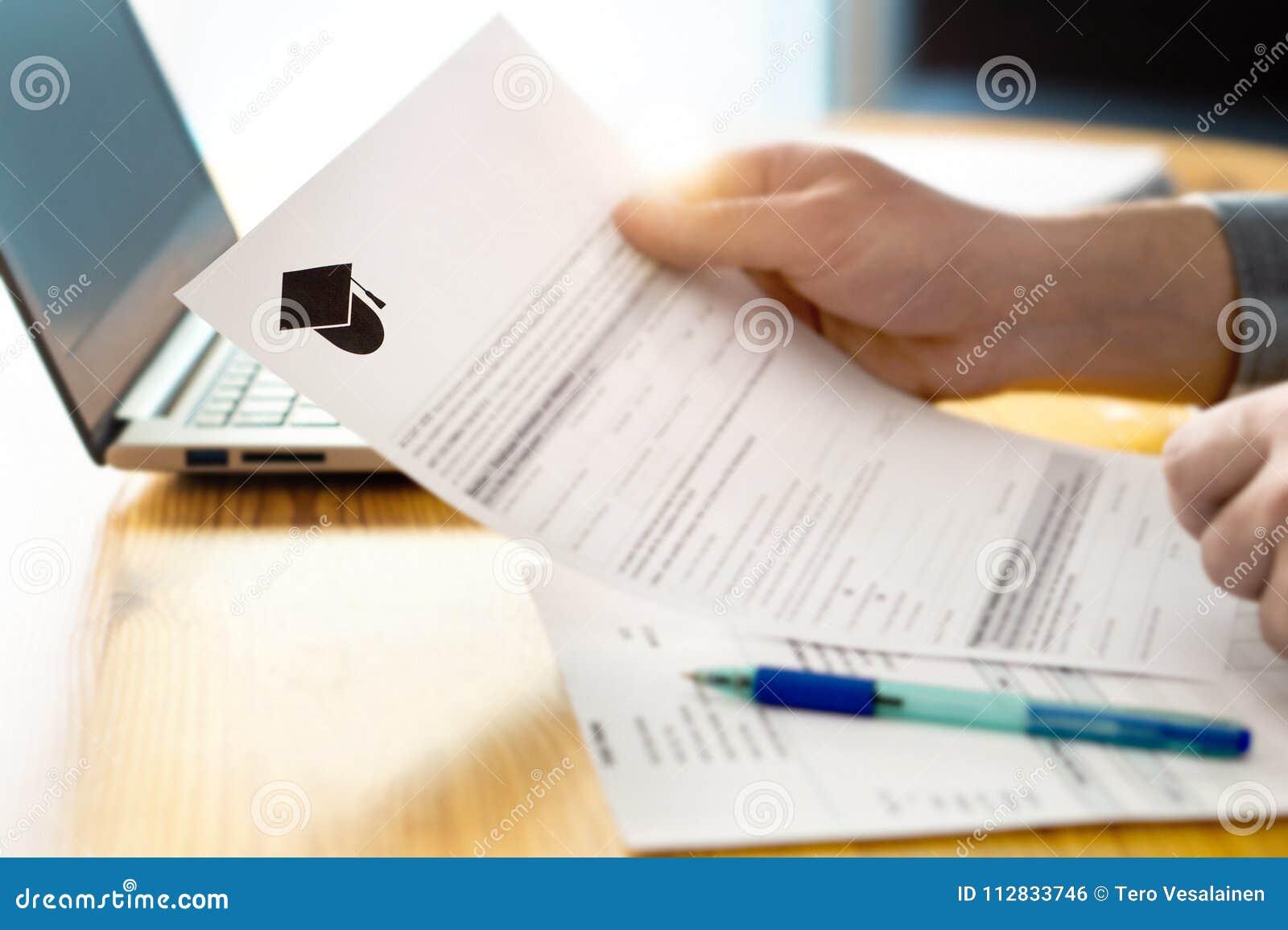 Κολλέγιο ανάγνωσης ατόμων ή πανεπιστημιακή εφαρμογή ή έγγραφο