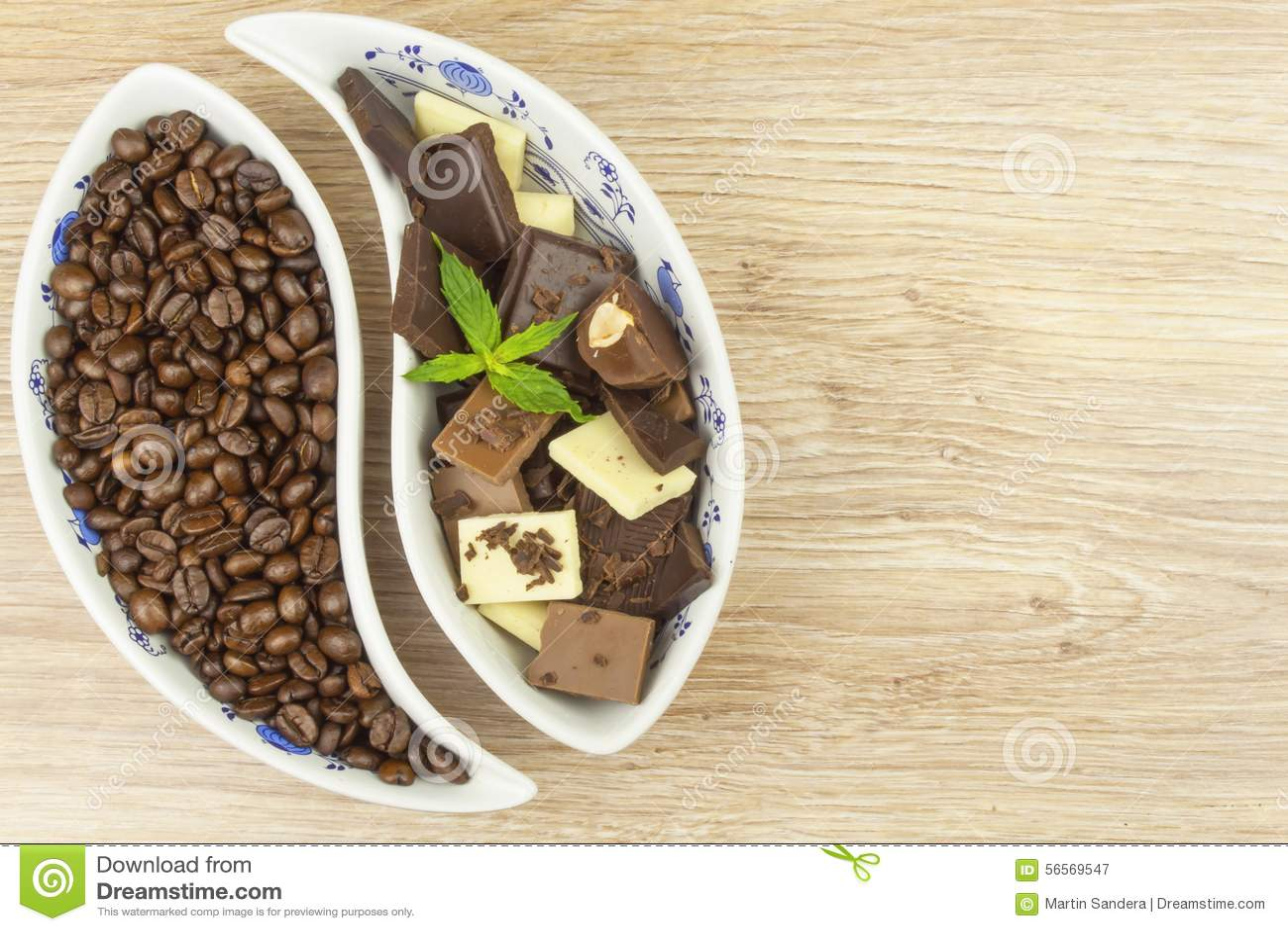 Download Κομμάτια της σοκολάτας σε έναν ξύλινο πίνακα Στοκ Εικόνα - εικόνα από επιδόρπιο, αδελφών: 56569547