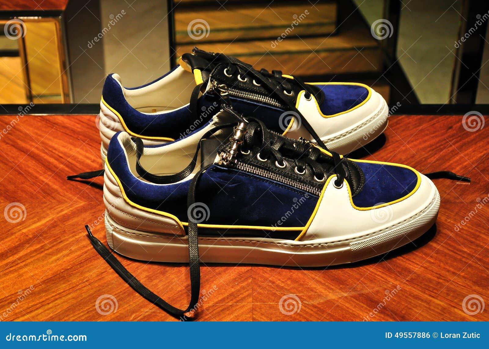00d8cd9f4d5 Κομψά και περιστασιακά αθλητικά παπούτσια ατόμων Στοκ Εικόνες ...