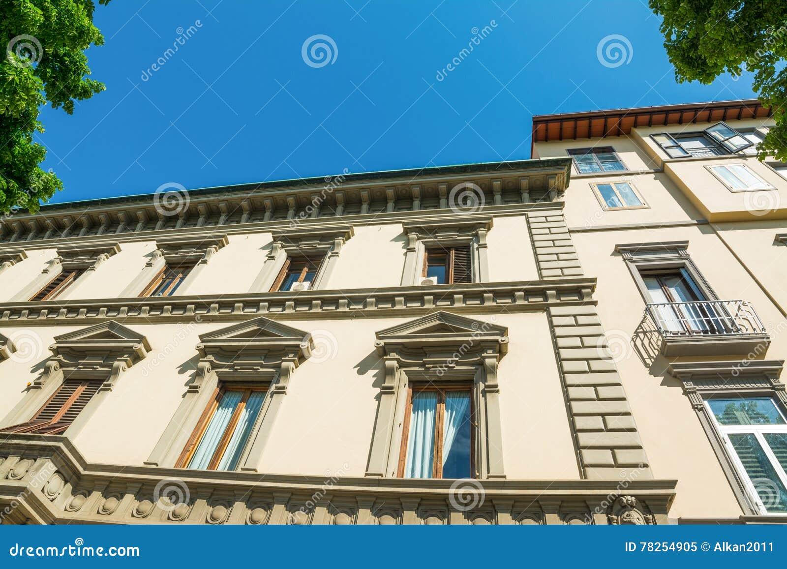 Κομψή πρόσοψη στη Φλωρεντία