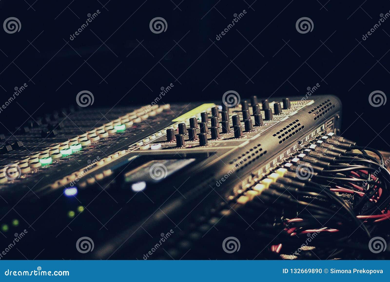 Κονσόλα του DJ, μουσική, συναυλία, σκοτάδι,