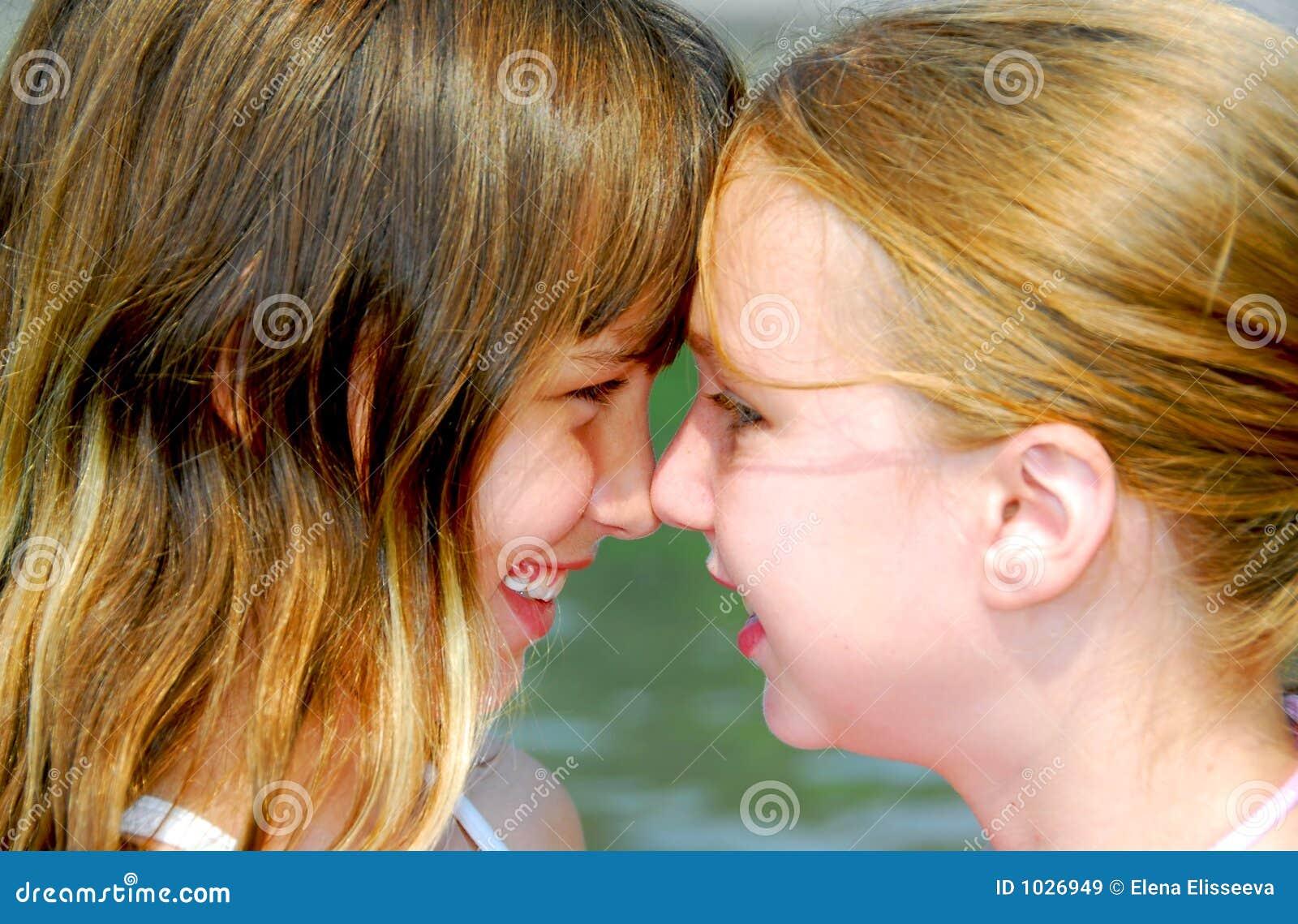 κορίτσια δύο προσώπων