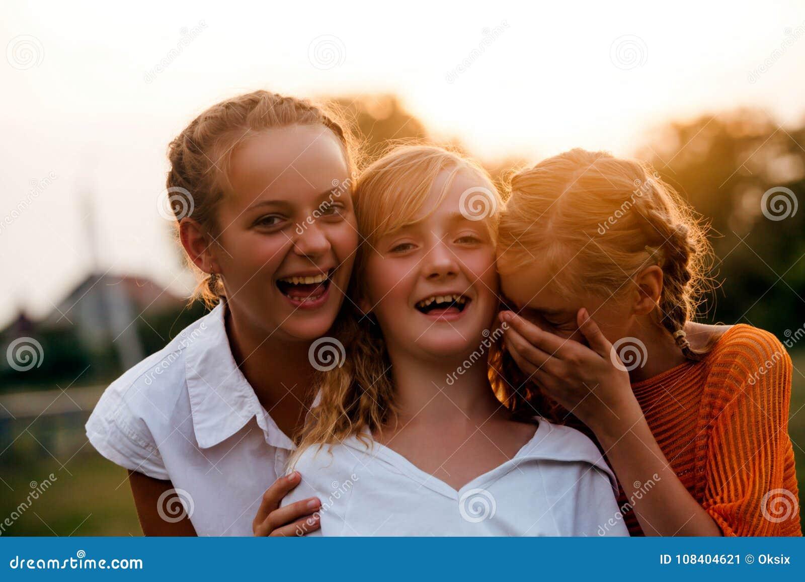 κορίτσια εφηβικά δύο