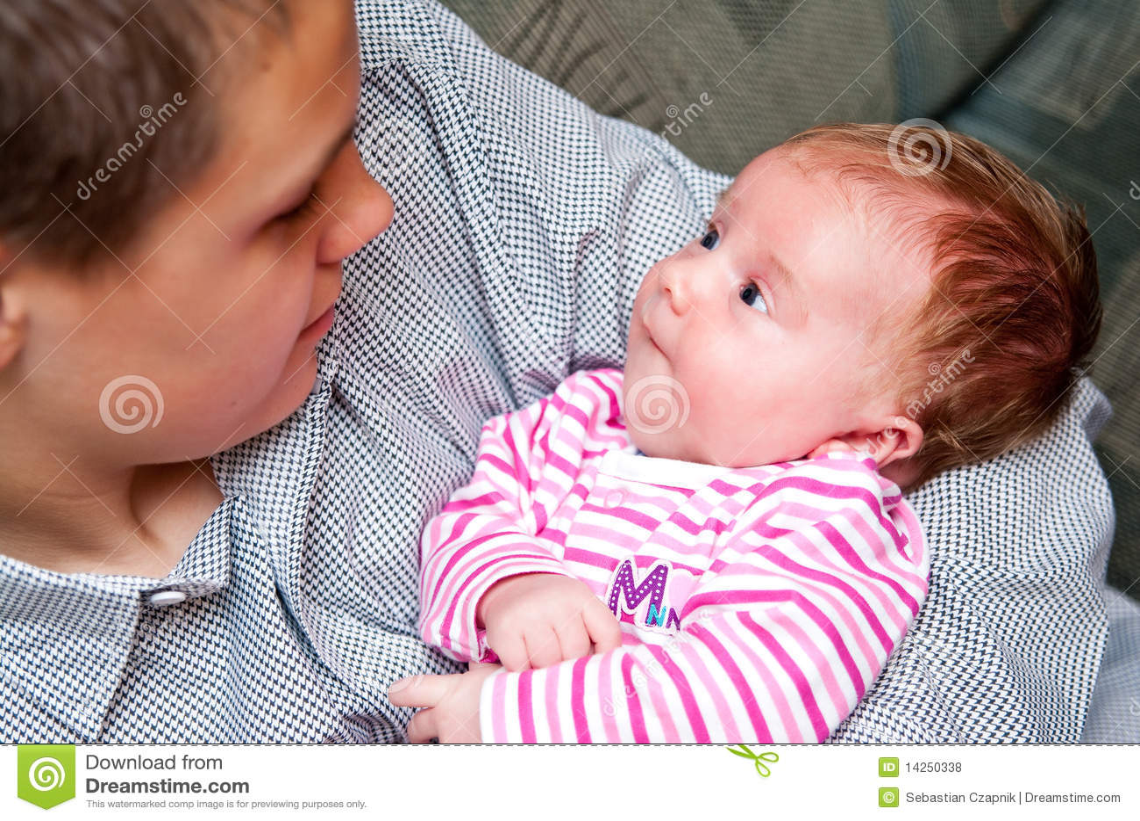 κορίτσι αδελφών μωρών εφηβ