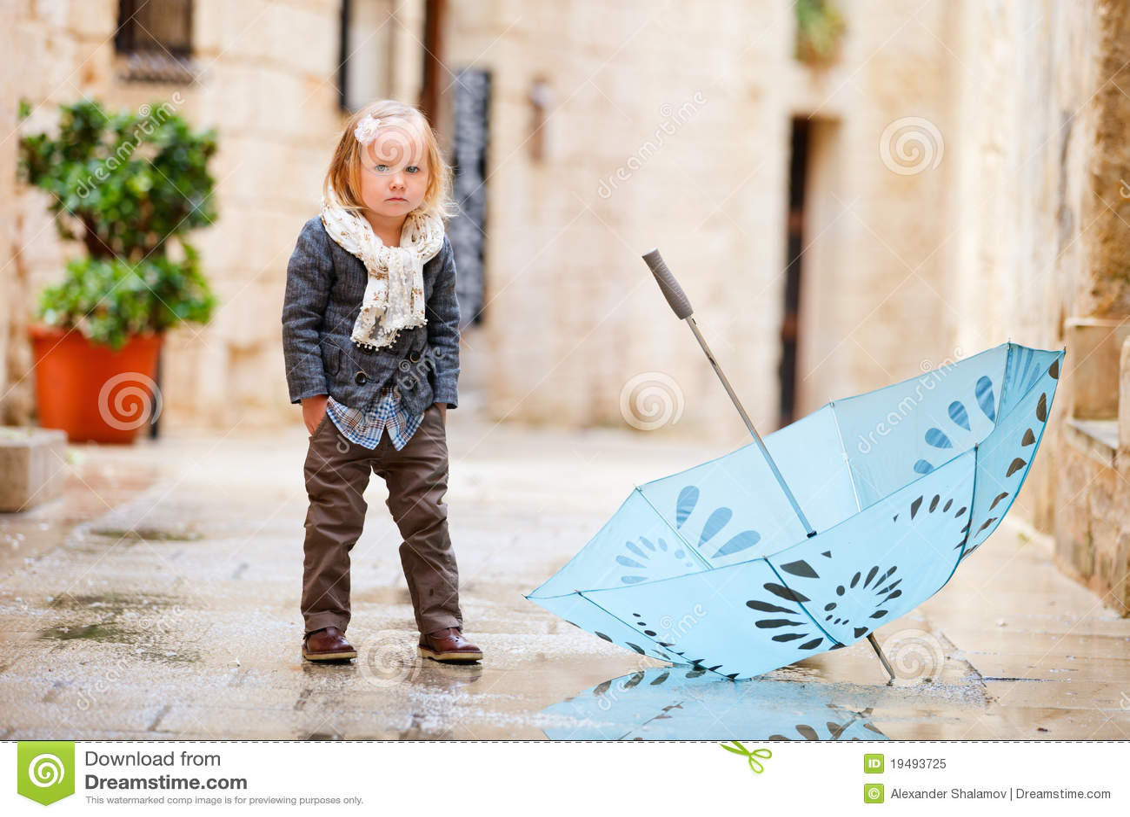 κορίτσι ημέρας λίγα βροχε