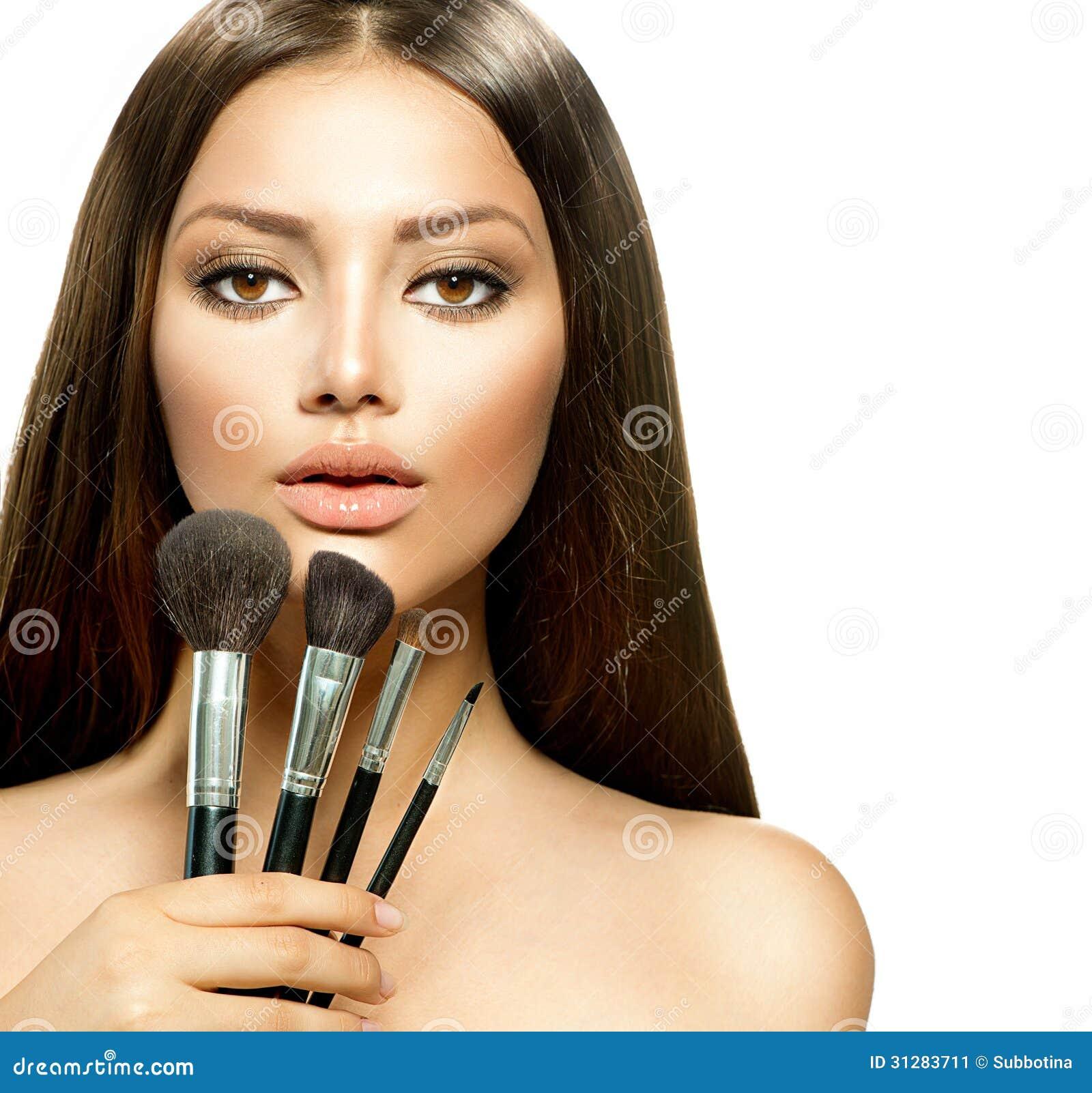 Κορίτσι με τις βούρτσες Makeup