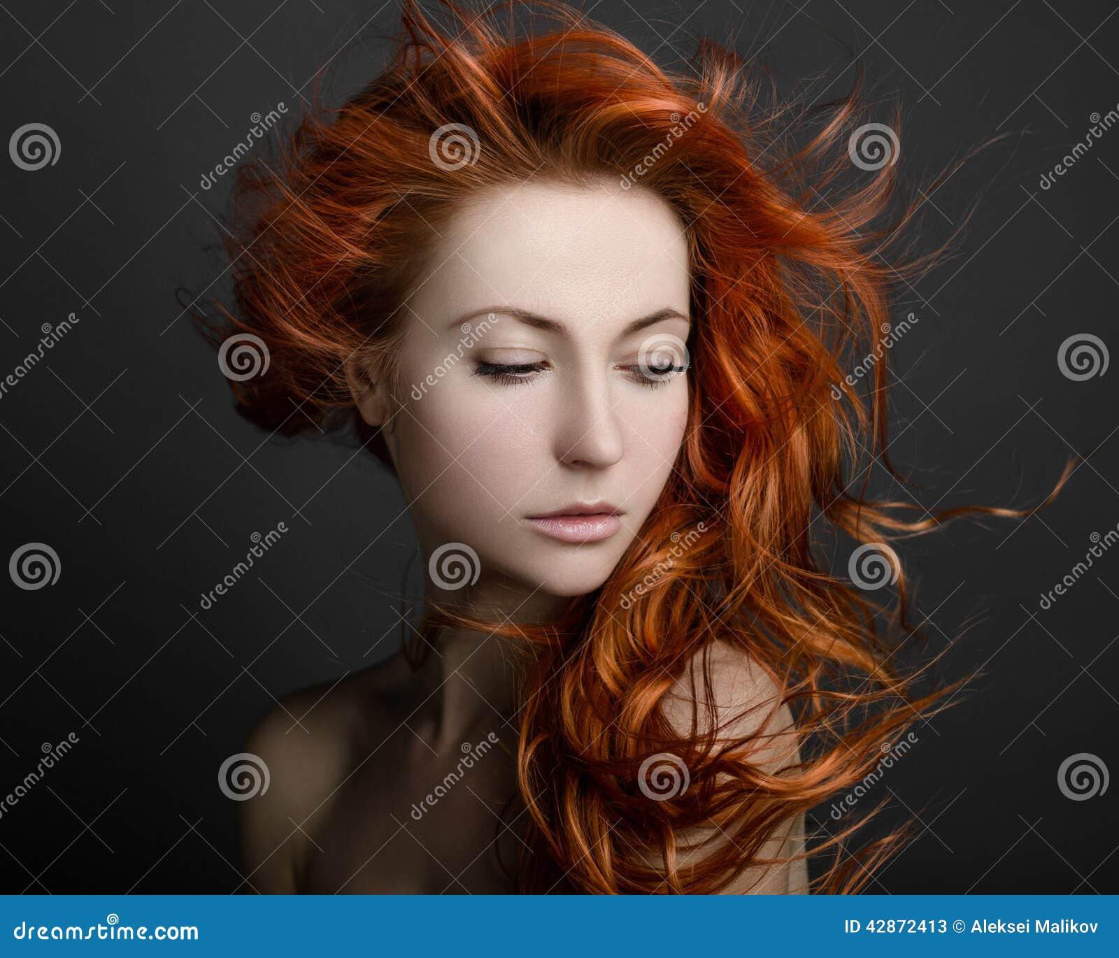 Κορίτσι με το κόκκινο τρίχωμα