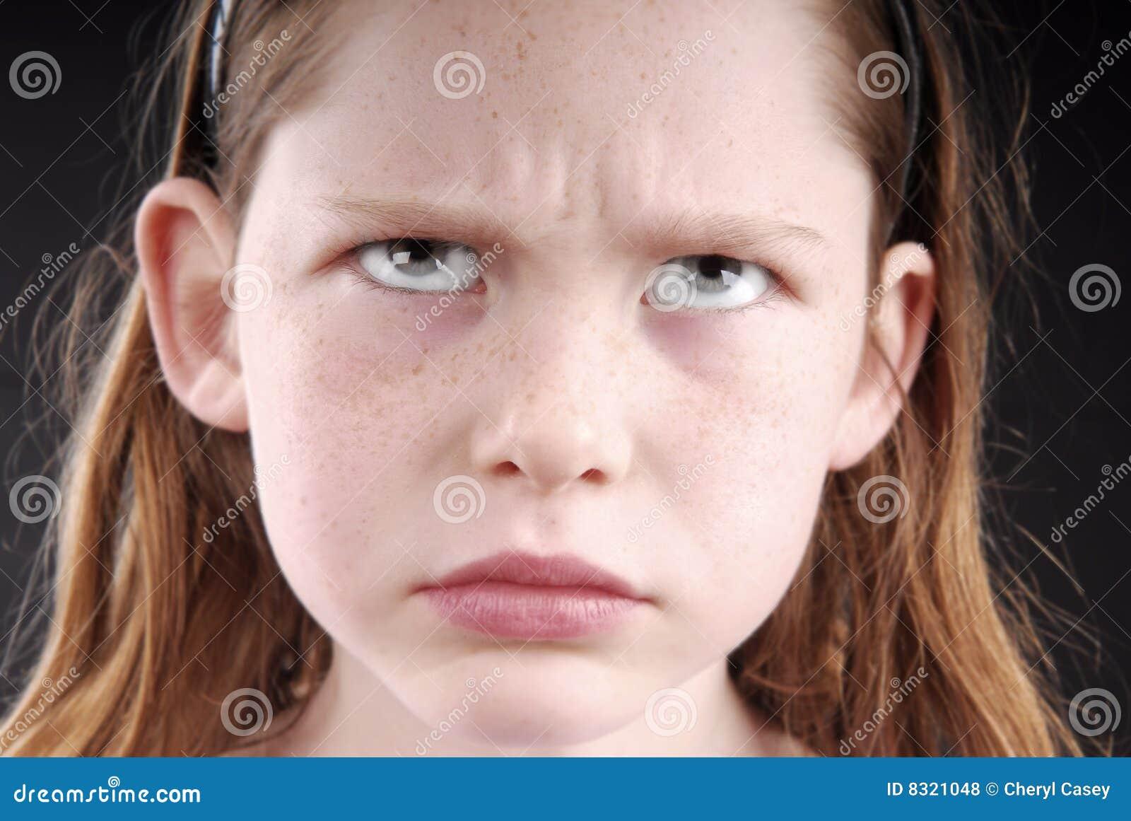 κορίτσι που φαίνεται νε&omicron
