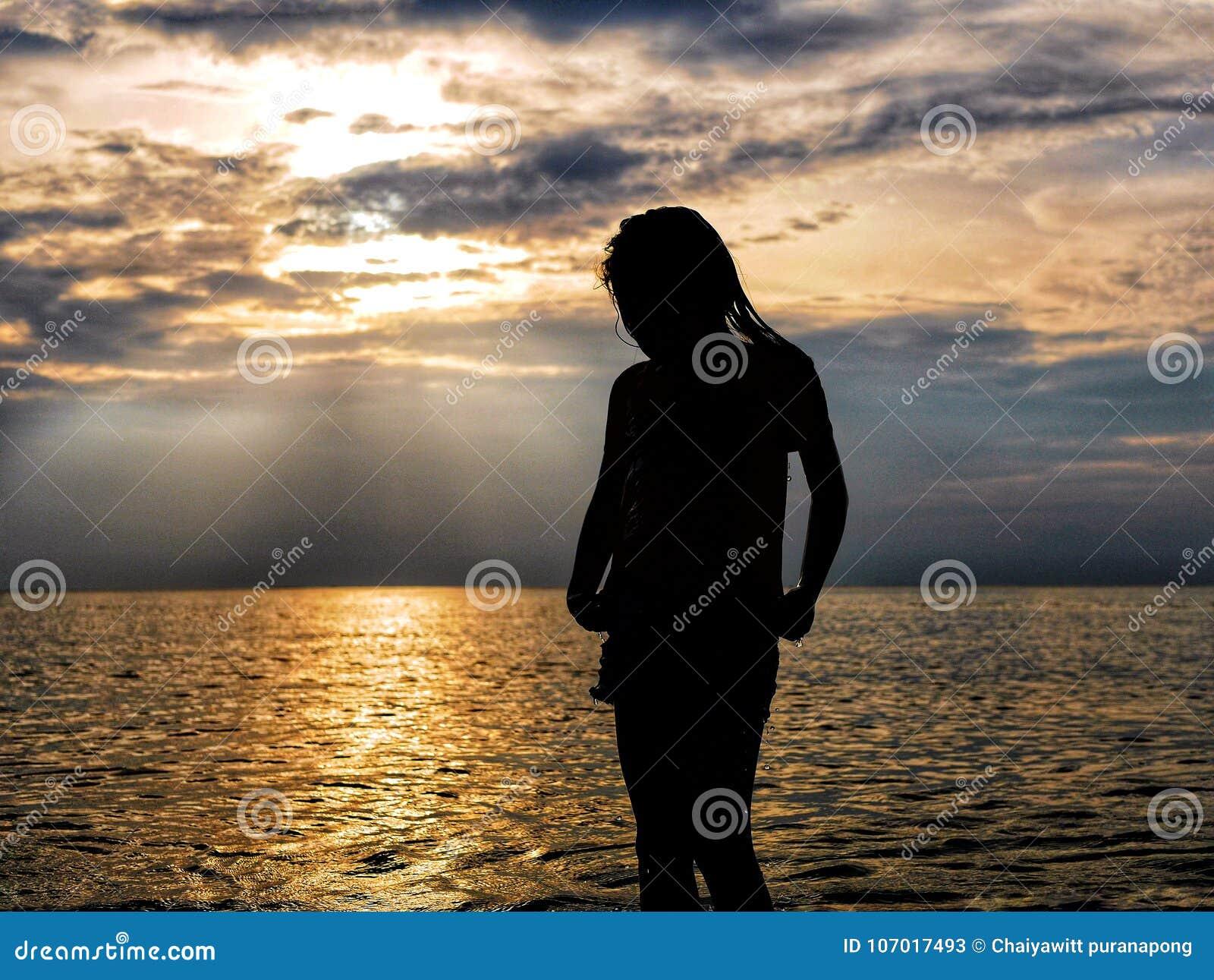 Κορίτσι στη θάλασσα