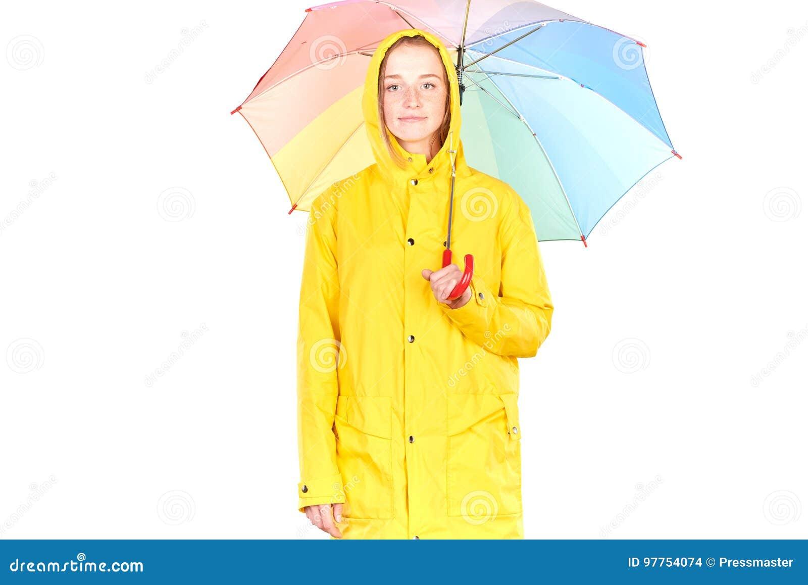 Κορίτσι στο κίτρινο αδιάβροχο