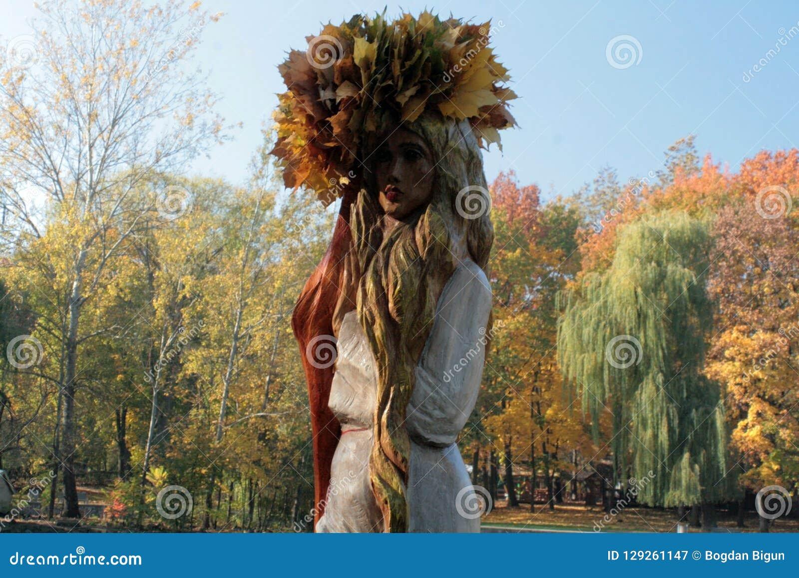Κορίτσι-φθινόπωρο σε ένα corolla