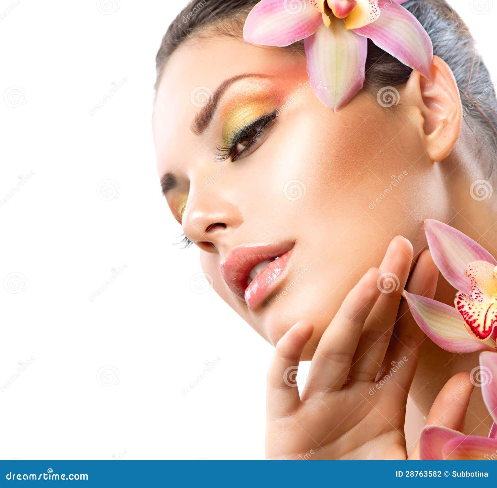 Κορίτσι SPA με Orchid τα λουλούδια