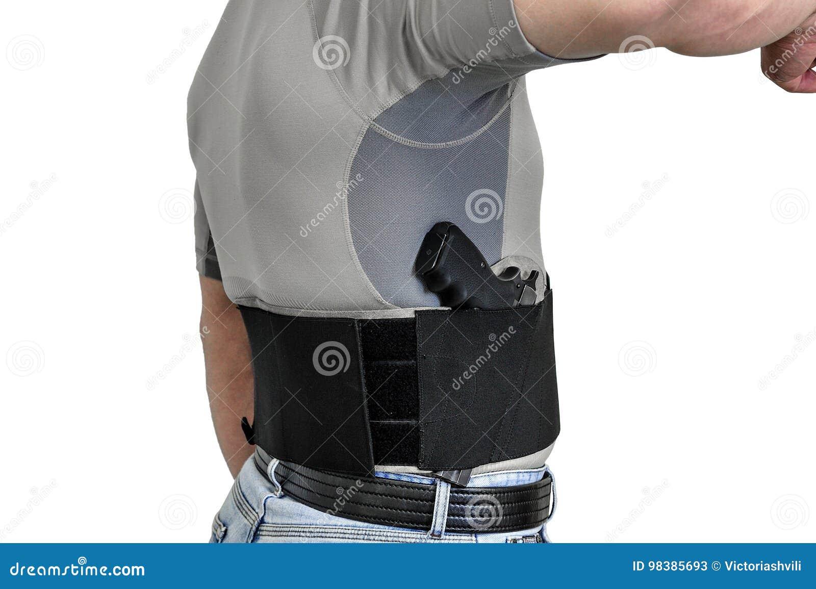 Κορμός ενός ατόμου που ντύνεται στα πολιτικά ενδύματα, κάτω από το πουκάμισο