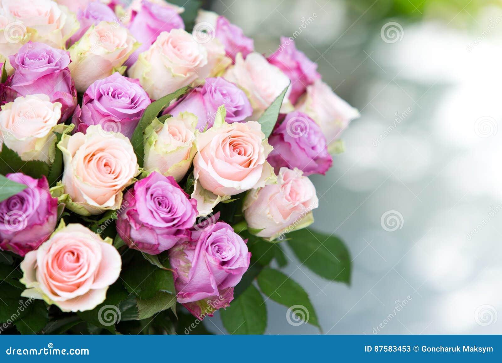 κορυφαία όψη τριαντάφυλλων ανθοδεσμών
