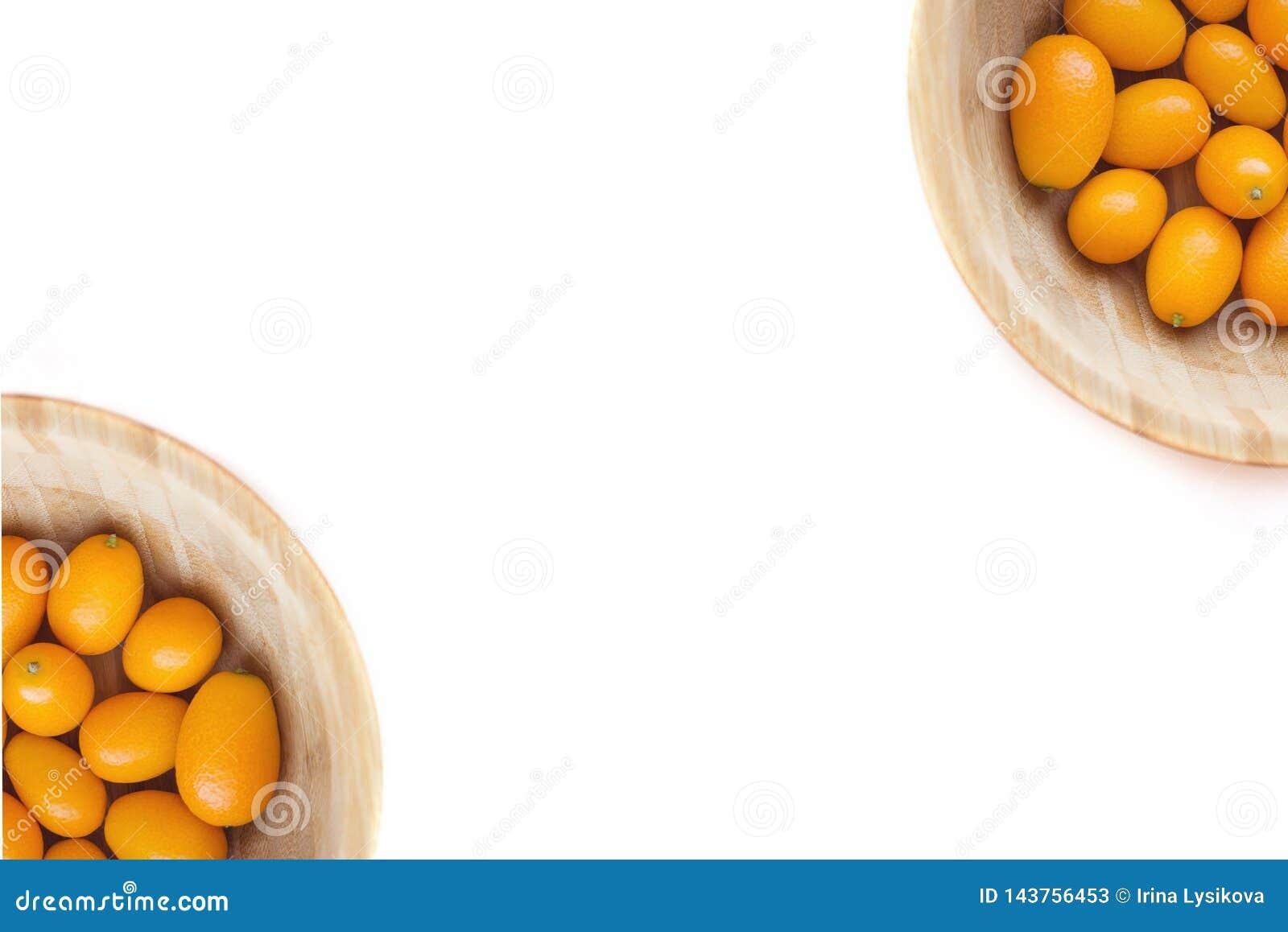 Κουμκουάτ ή cumquats japonica εσπεριδοειδών που απομονώνεται στο άσπρο υπόβαθρο