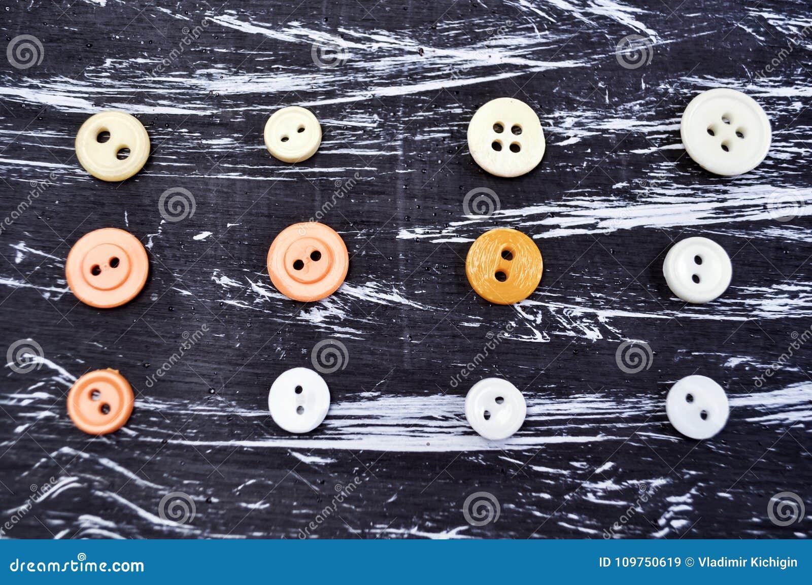 ca2516018301 Κουμπιά για τον ιματισμό και το ράψιμο στον πίνακα Διακοσμητικά ...