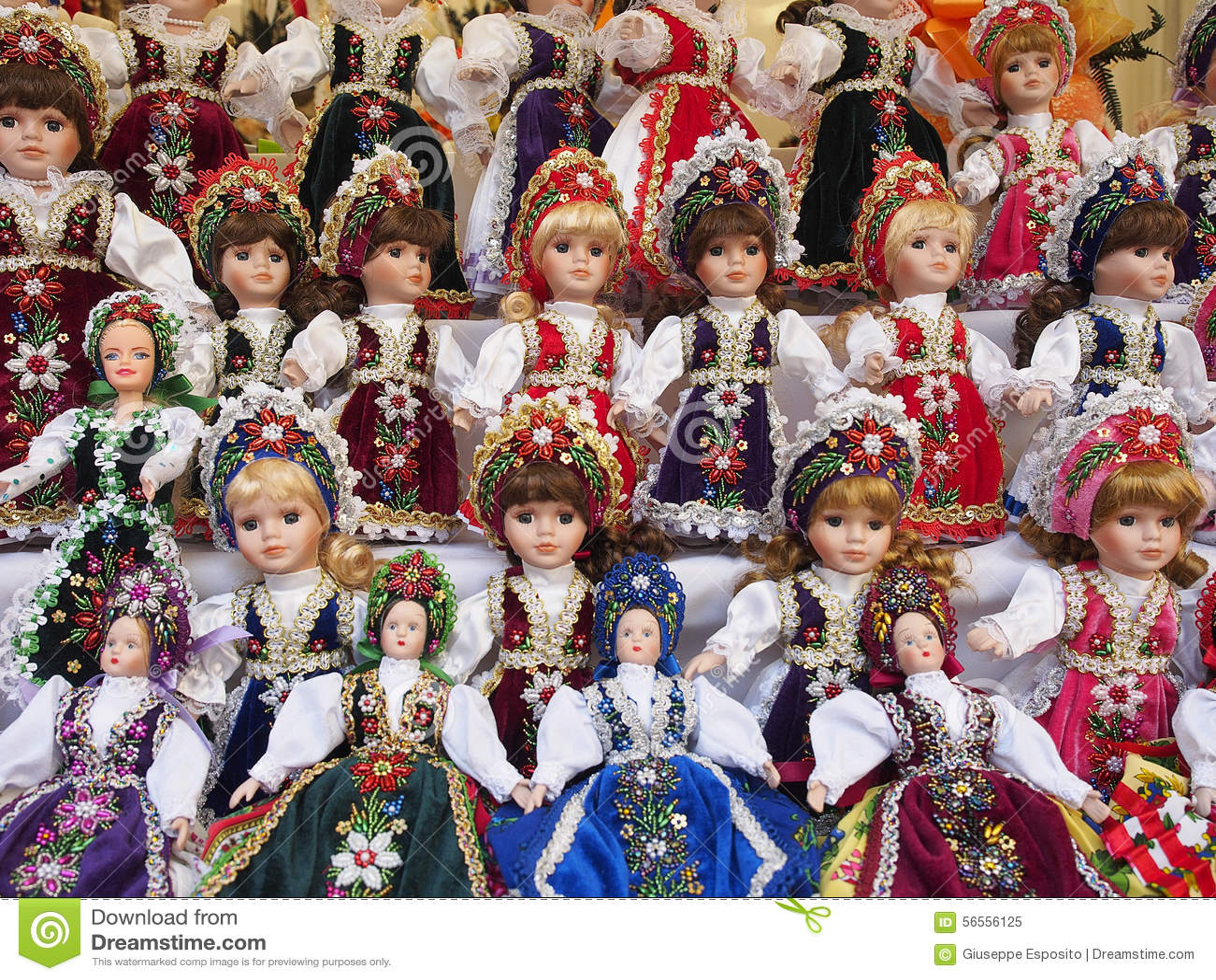 Download Κούκλες στην πώληση Γίνοντας στην Ανατολική Ευρώπη παιχνίδια Στοκ Εικόνα - εικόνα από αντικείμενο, ανατολικός: 56556125