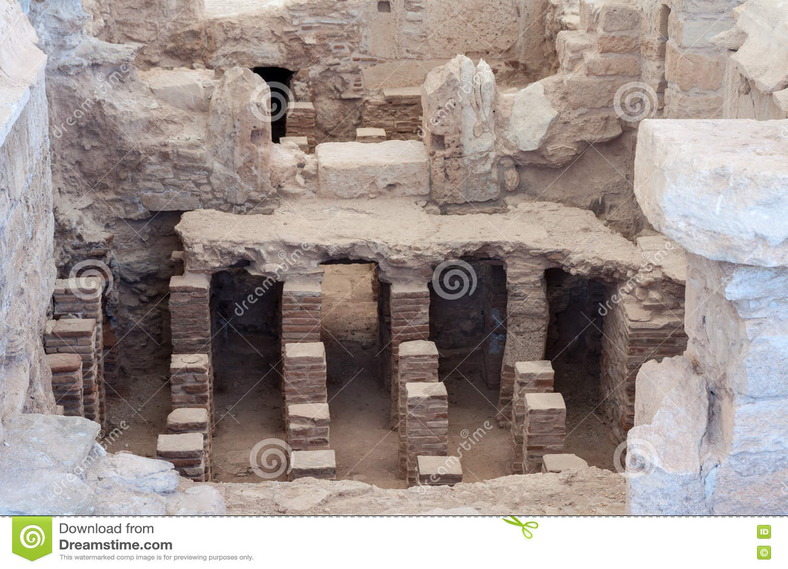 ΚΟΎΡΙΟ, CYPRUS/GREECE - 24 ΙΟΥΛΊΟΥ: Λουτρά κοντά στο ναό Apol