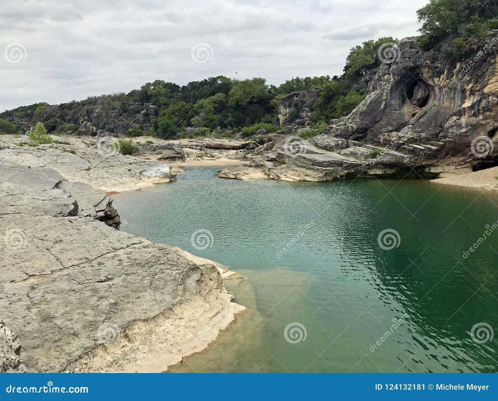 Κρατικό πάρκο πτώσεων Pedernales και ποταμός