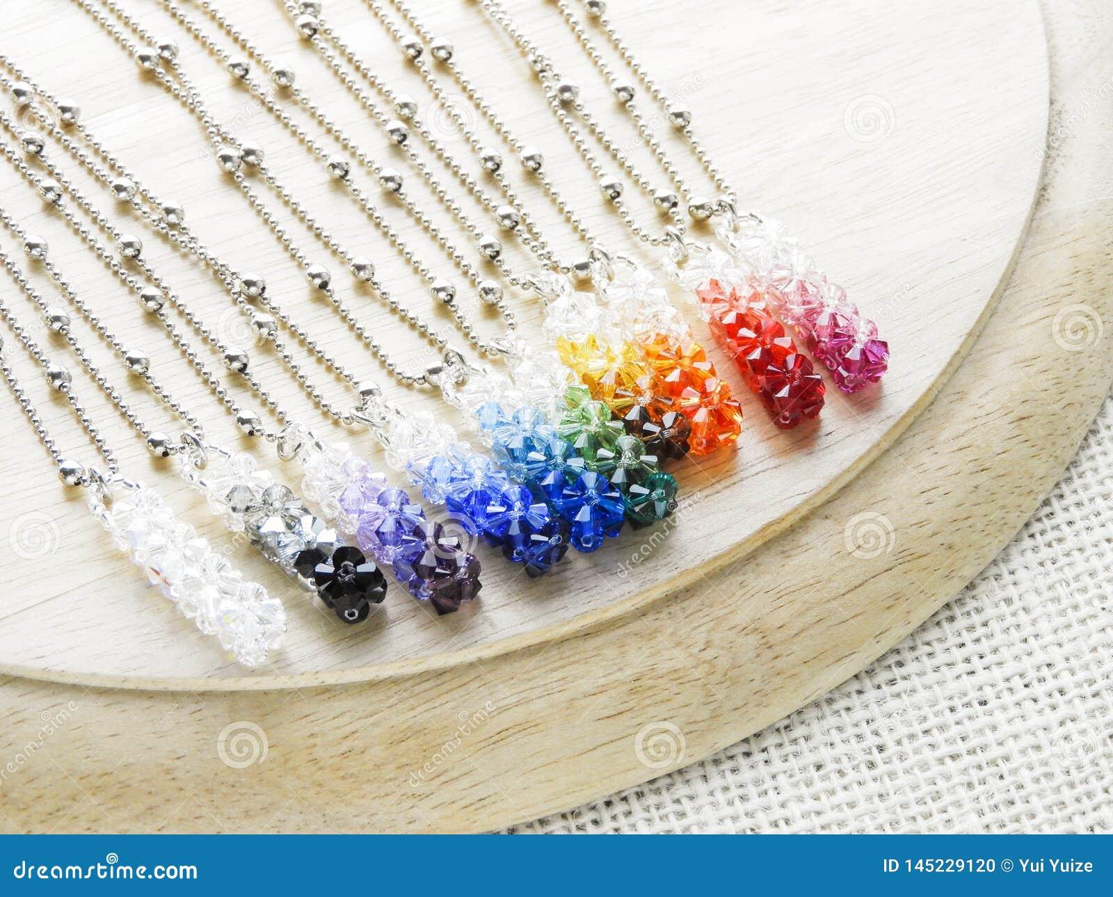 Κρύσταλλα κρεμαστών κοσμημάτων στα χρώματα ουράνιων τόξων