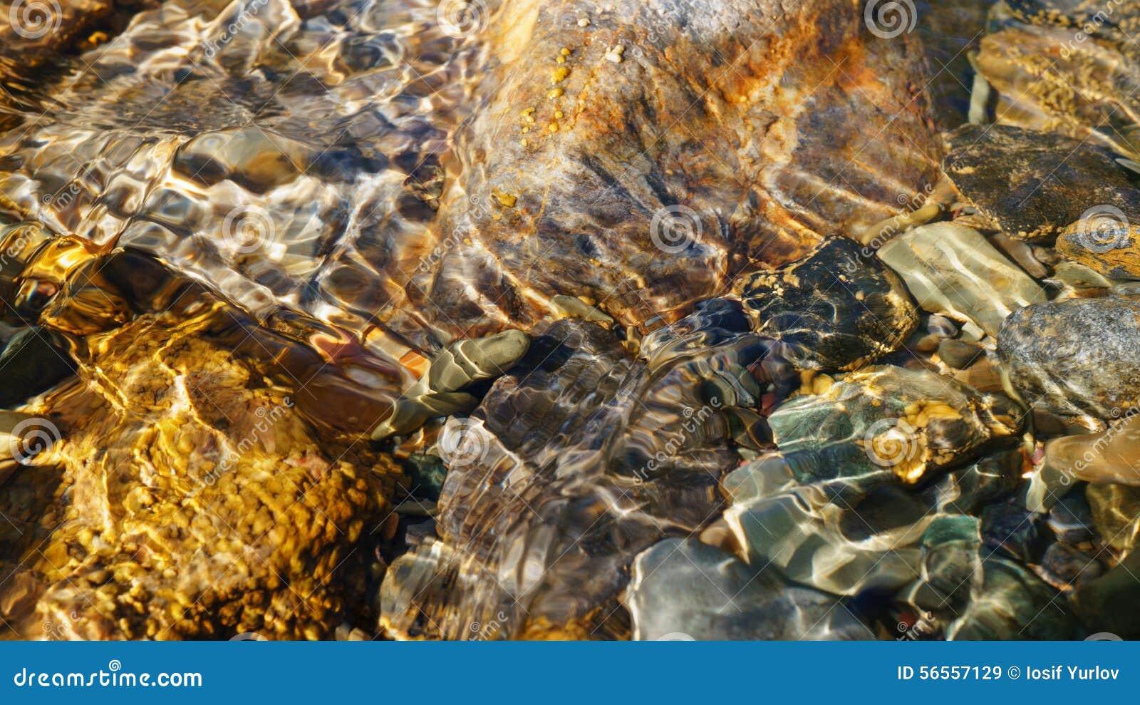 Download Κρύσταλλο - καθαρίστε το νερό του μικρού ρυακιού στη στέπα Altai Στοκ Εικόνα - εικόνα από πέτρα, εύθυμος: 56557129