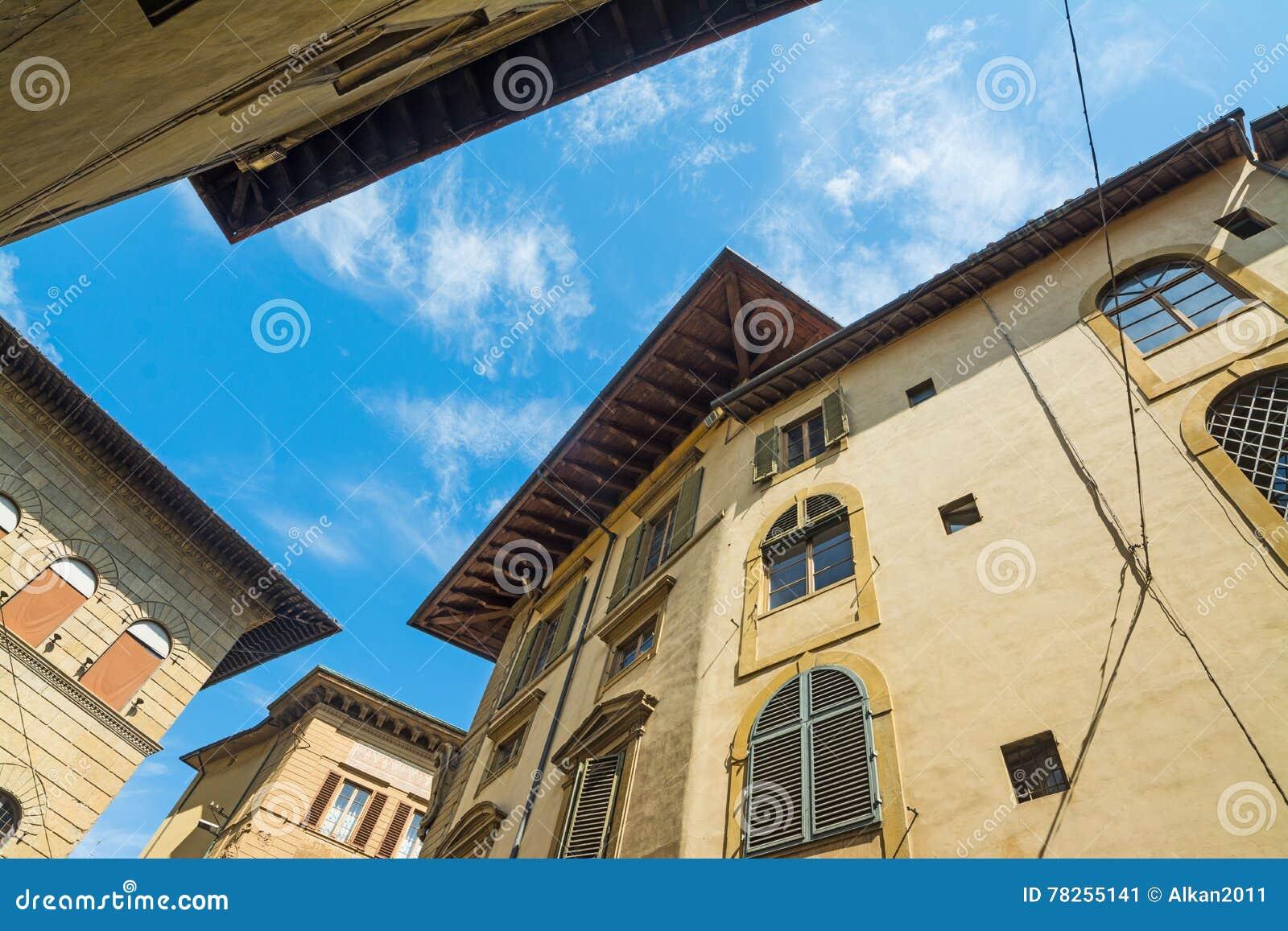 Κτήρια στη Φλωρεντία που βλέπει από κάτω από